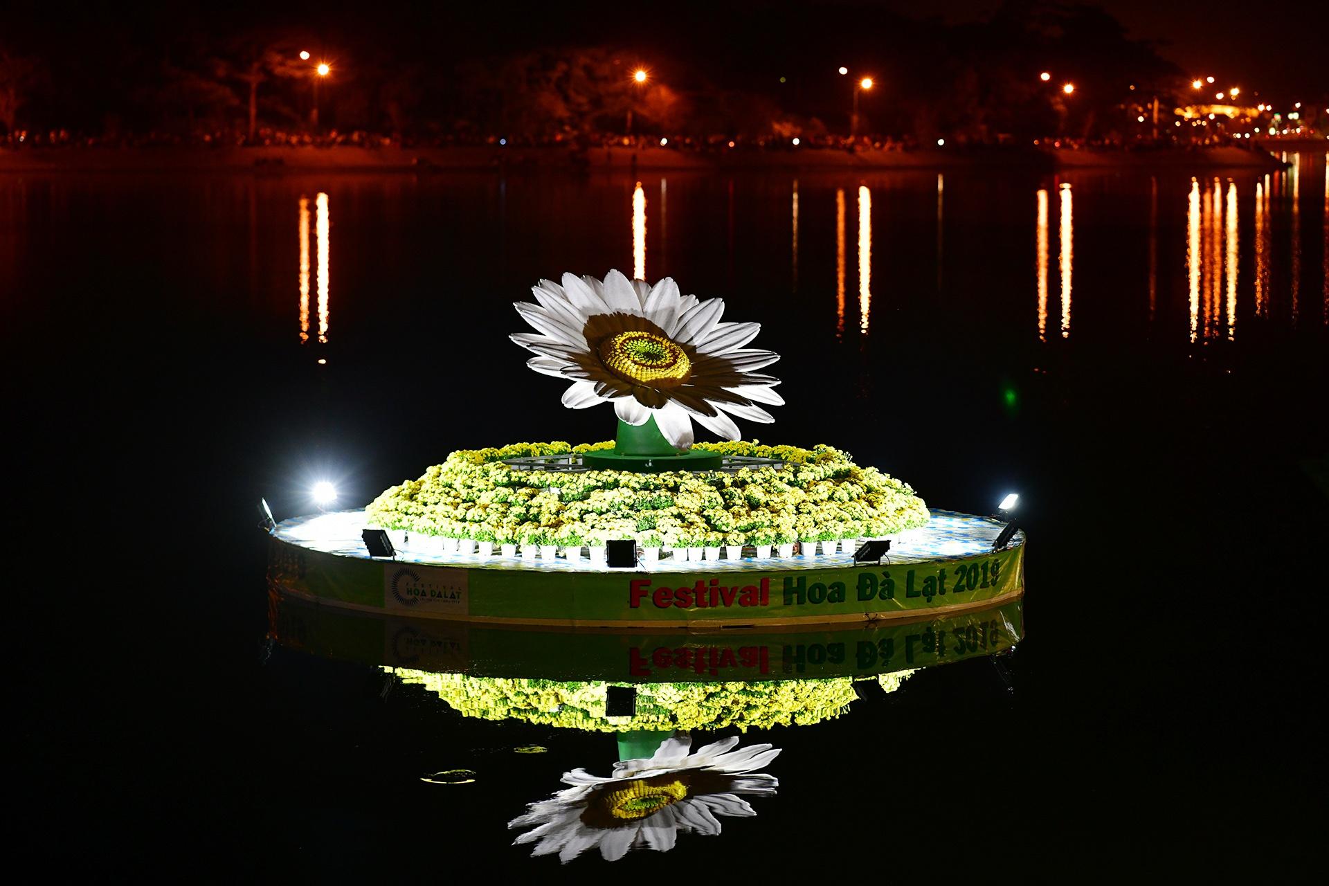 Da Lat ruc ro trong dem khai mac Festival hoa hinh anh 48 hoa_da_lat_zing19.JPG