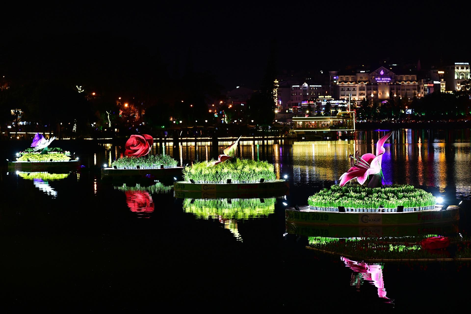 Da Lat ruc ro trong dem khai mac Festival hoa hinh anh 26 hoa_da_lat_zing3.JPG