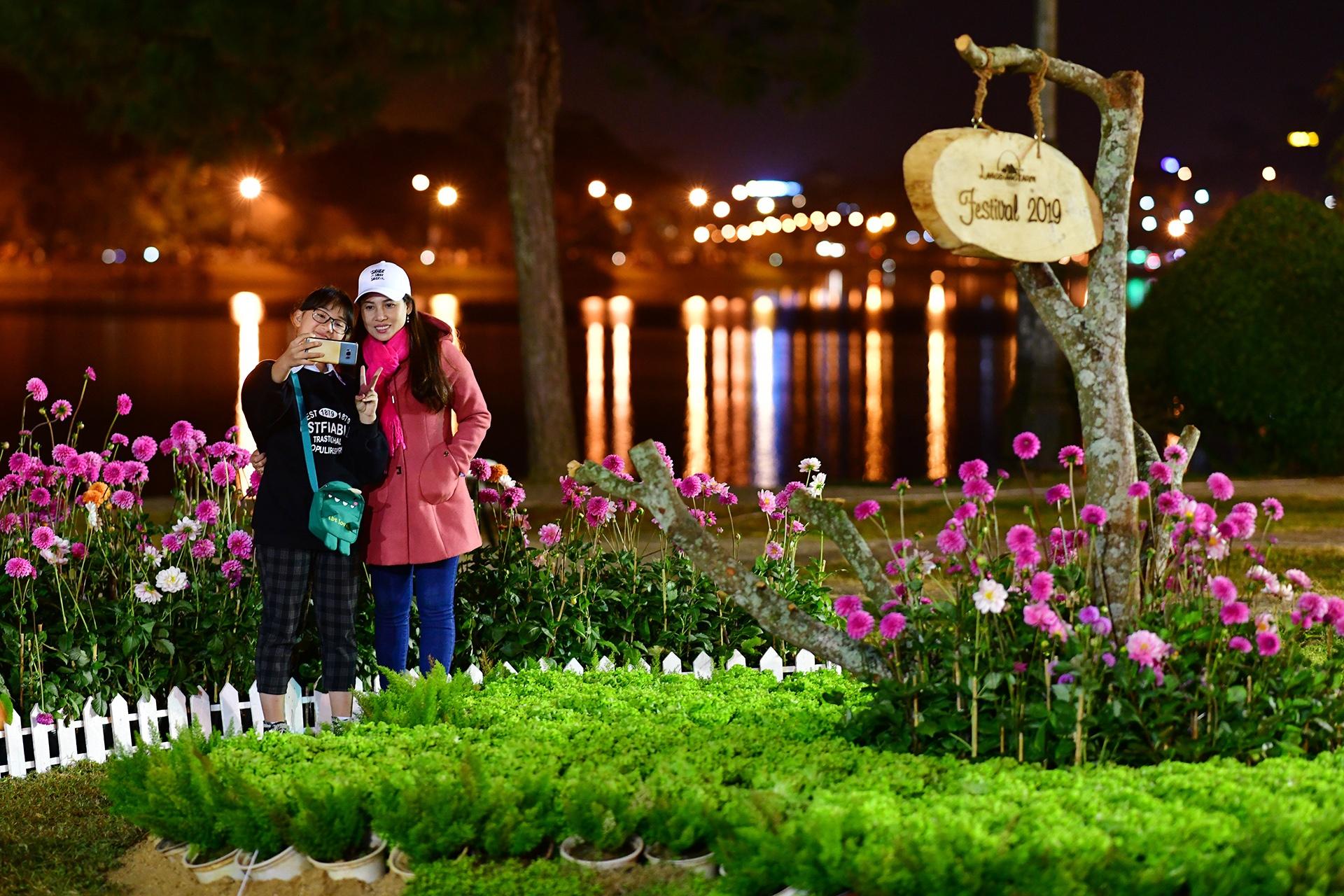 Da Lat ruc ro trong dem khai mac Festival hoa hinh anh 54 hoa_da_lat_zing30.JPG
