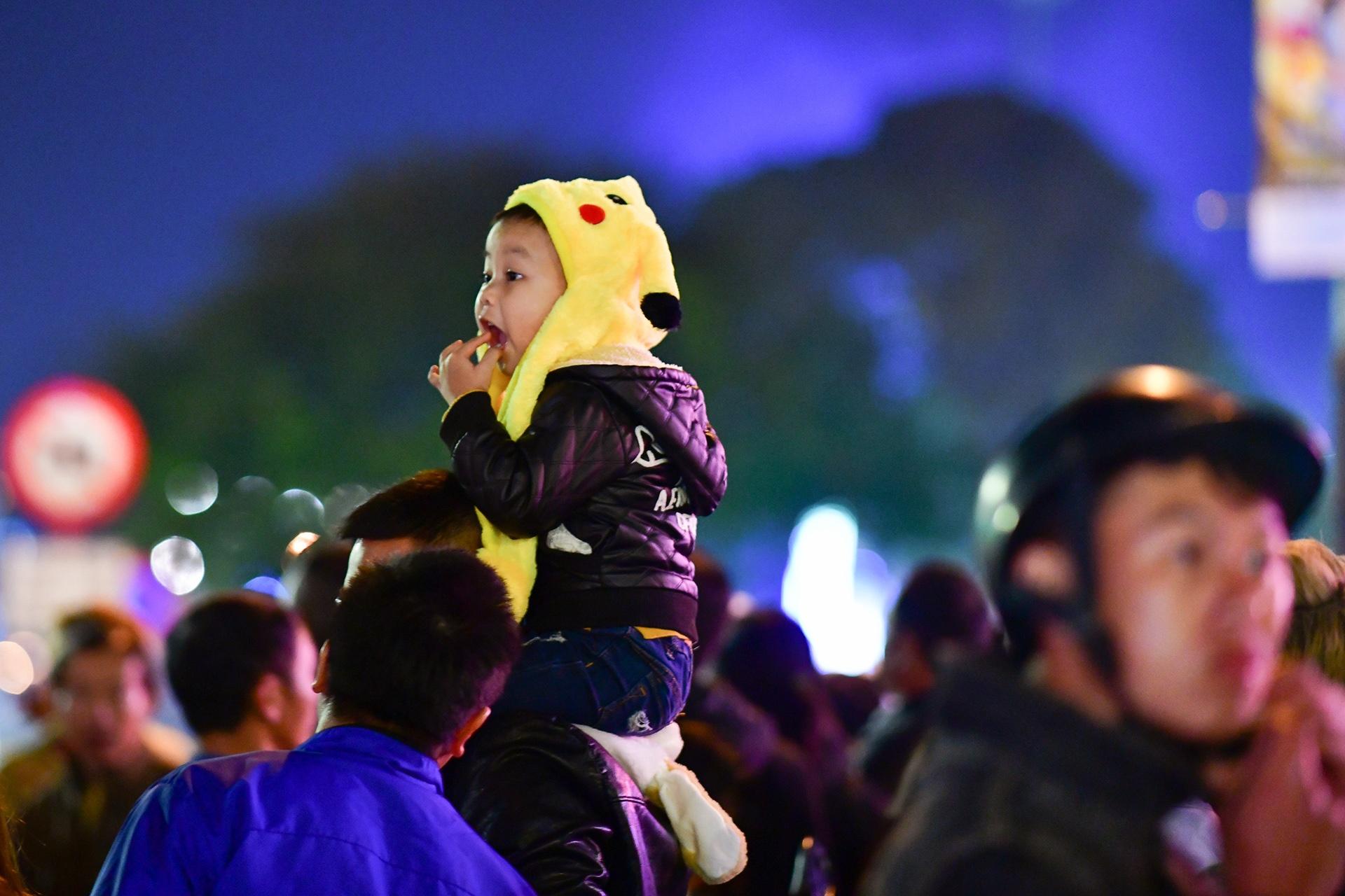 Da Lat ruc ro trong dem khai mac Festival hoa hinh anh 10 nguoi_dan_zing5.JPG