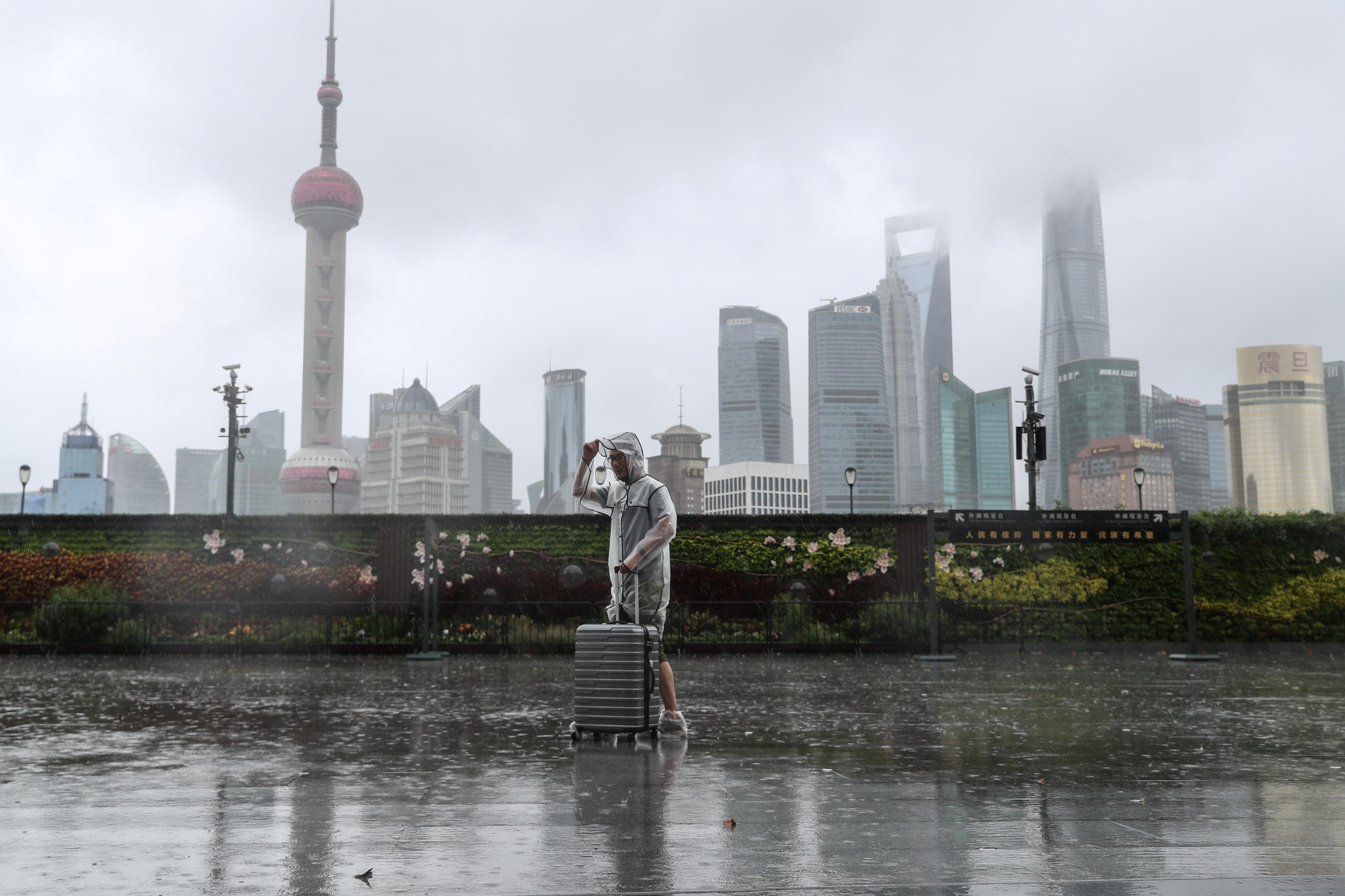 Thượng Hải gần như tê liệt vì bão In-fa