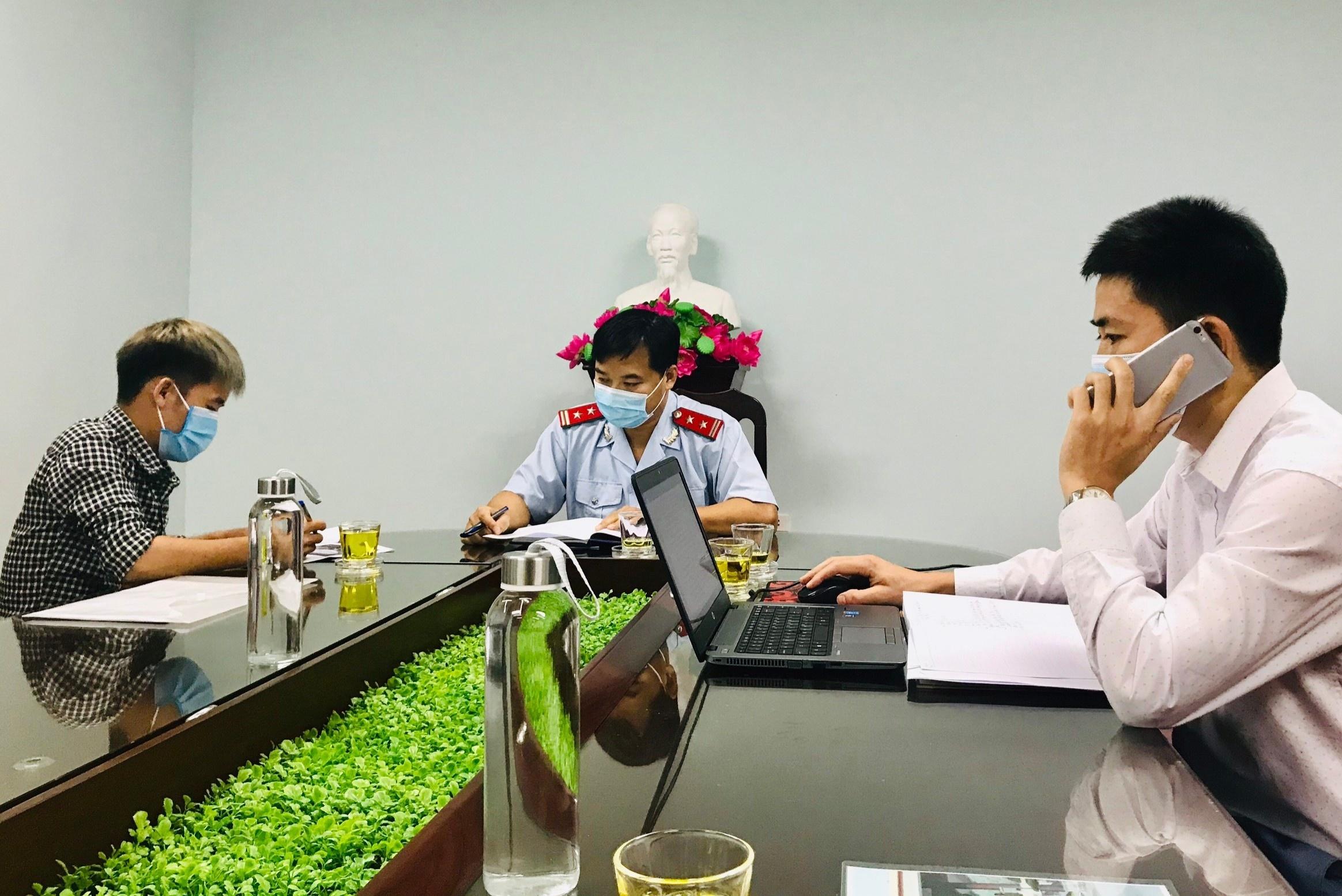 """Hưng Vlog bị xử phạt vì đăng tải video """"Troll em gái, em trai ăn nồi cháo gà nguyên lông và cái kết"""" lên kênh YouTube cá nhân. Ảnh: Sở TTTT Bắc Giang."""