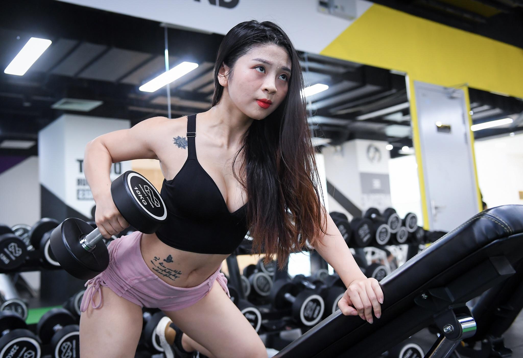 Hot girl mua con so khong ai yeu vi qua manh me hinh anh 20 18_hot_girl_mua_con_zing38.jpg