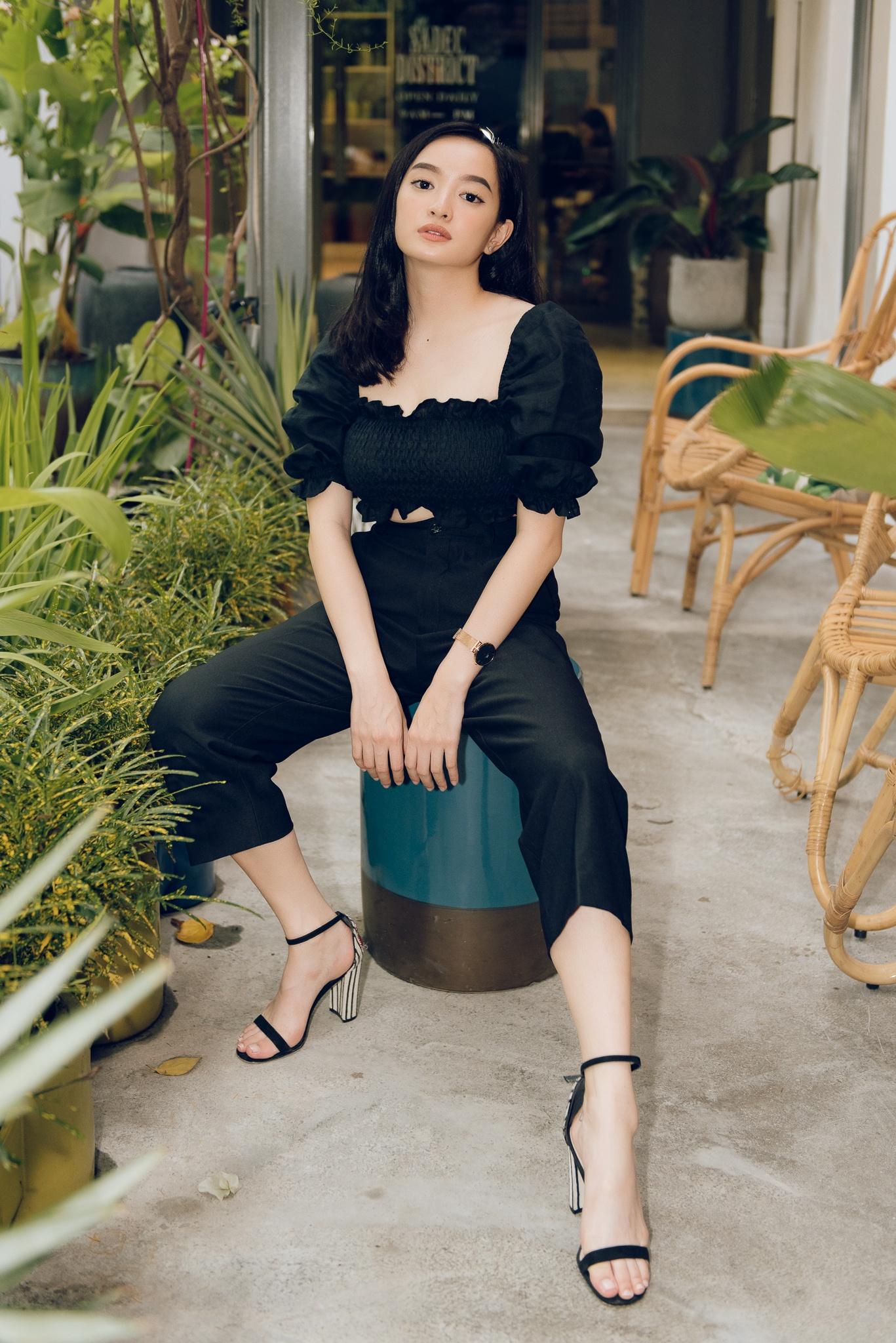 Kaity Nguyen: 'Doi khi toi kho chiu vi bi ba kiem soat cat-xe' hinh anh 23