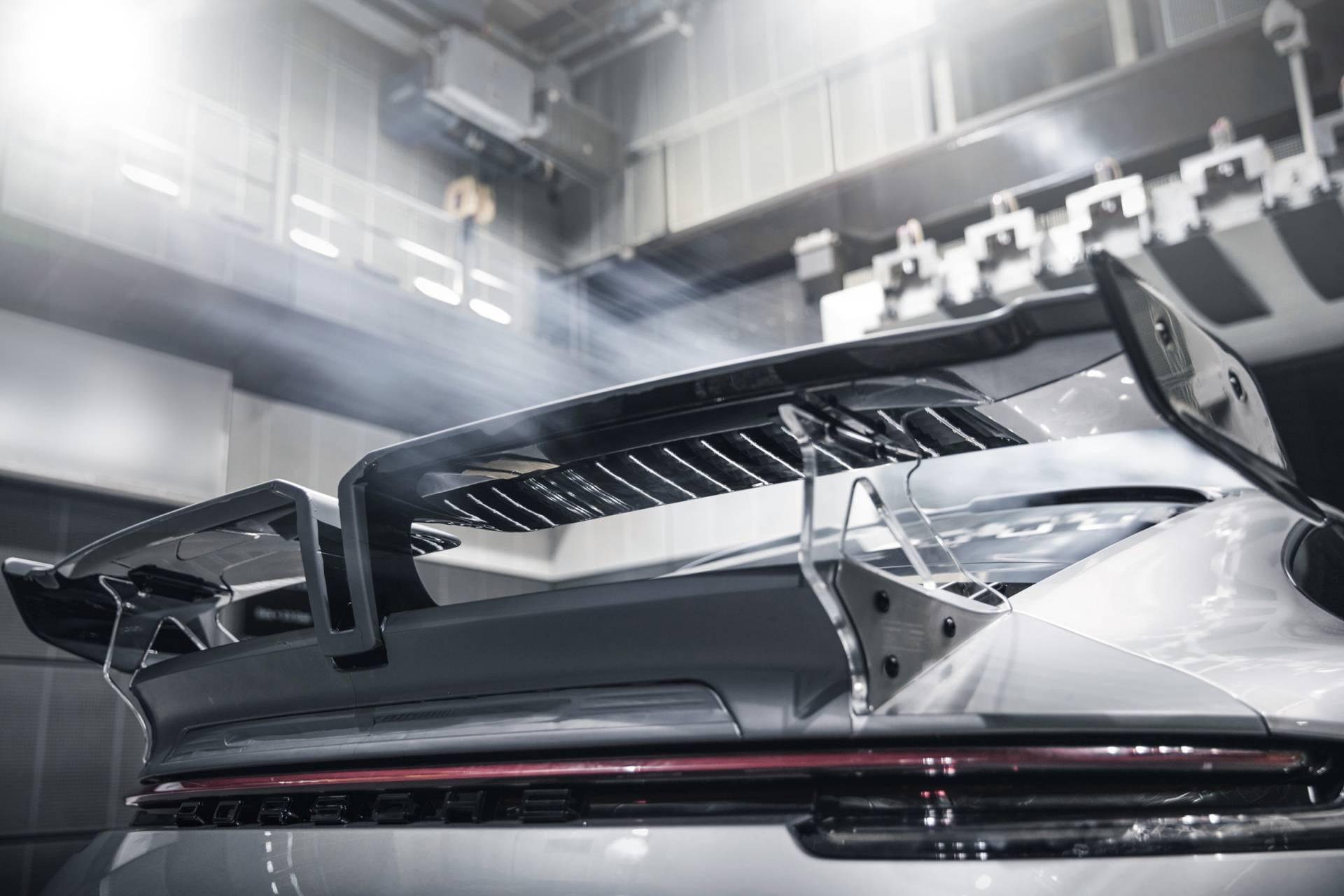 Chi tiet Porsche 911 2020 lot xac man nhan voi goi do thu cong hinh anh 24