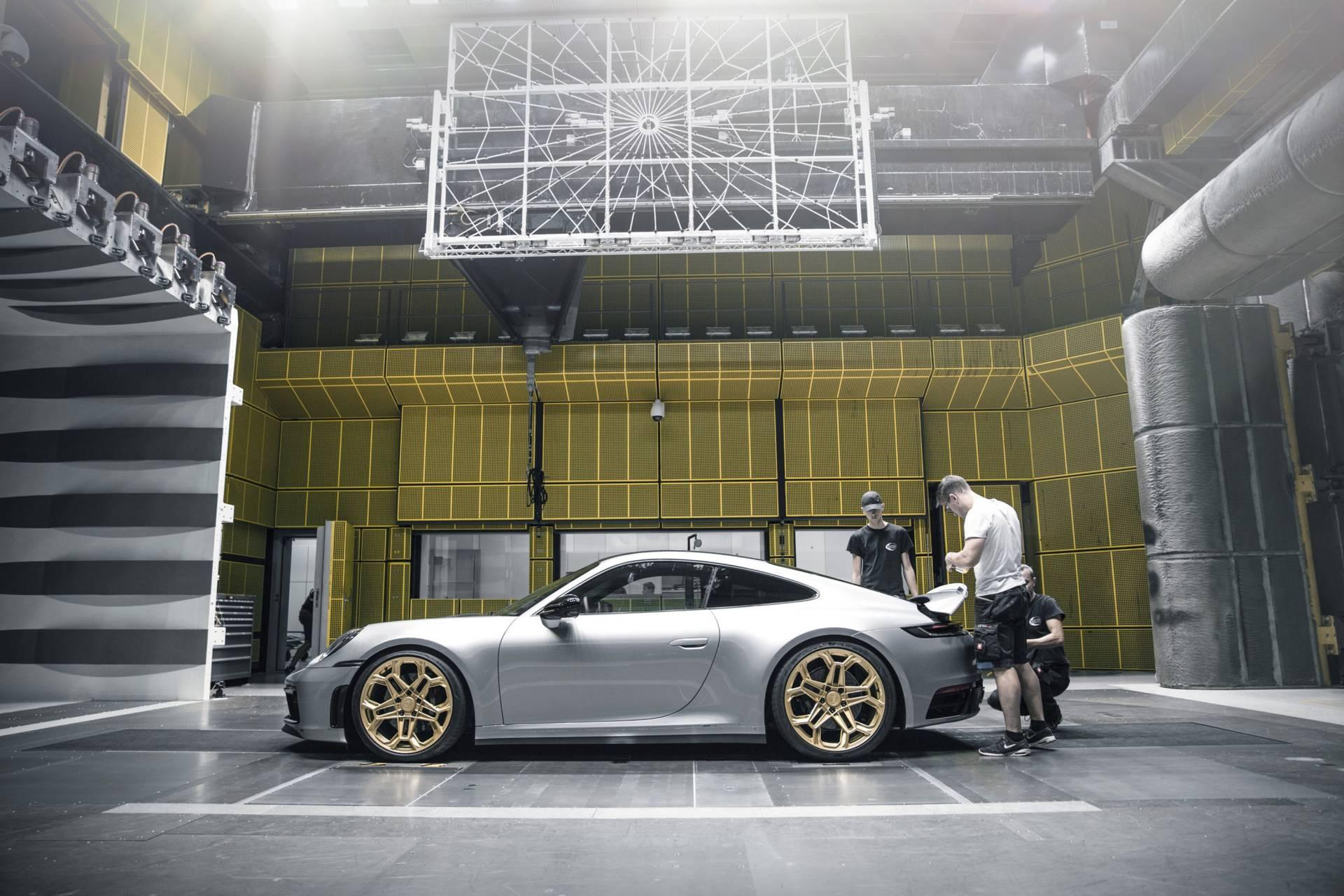Porsche 911 2020 lot xac voi goi do thu cong hinh anh 34