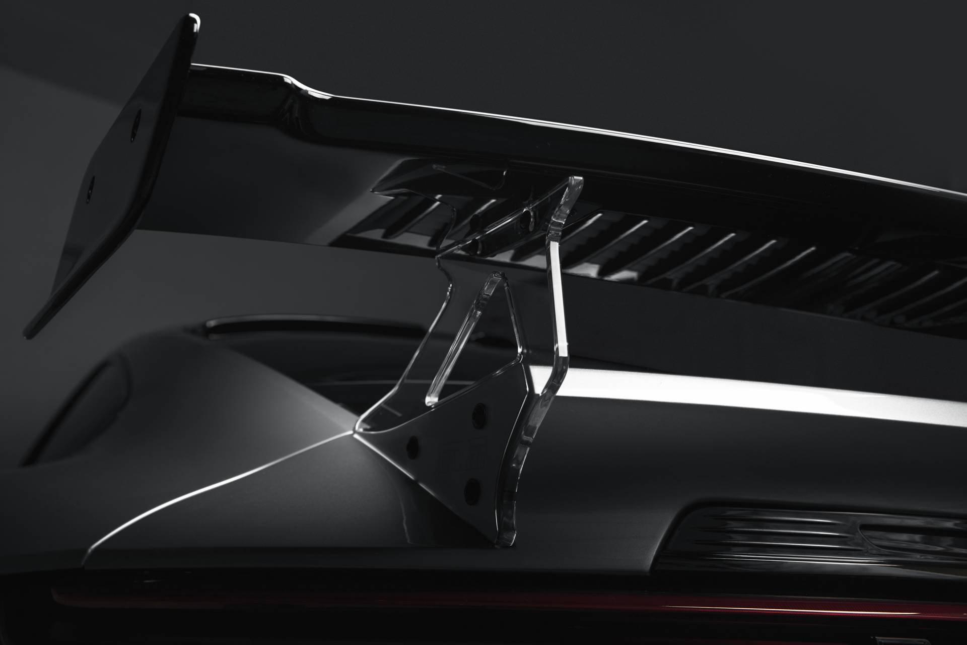 Porsche 911 2020 lot xac voi goi do thu cong hinh anh 16