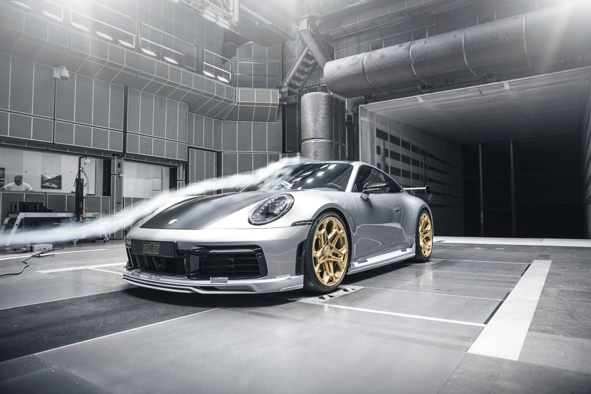 Porsche 911 2020 lot xac voi goi do thu cong hinh anh 49