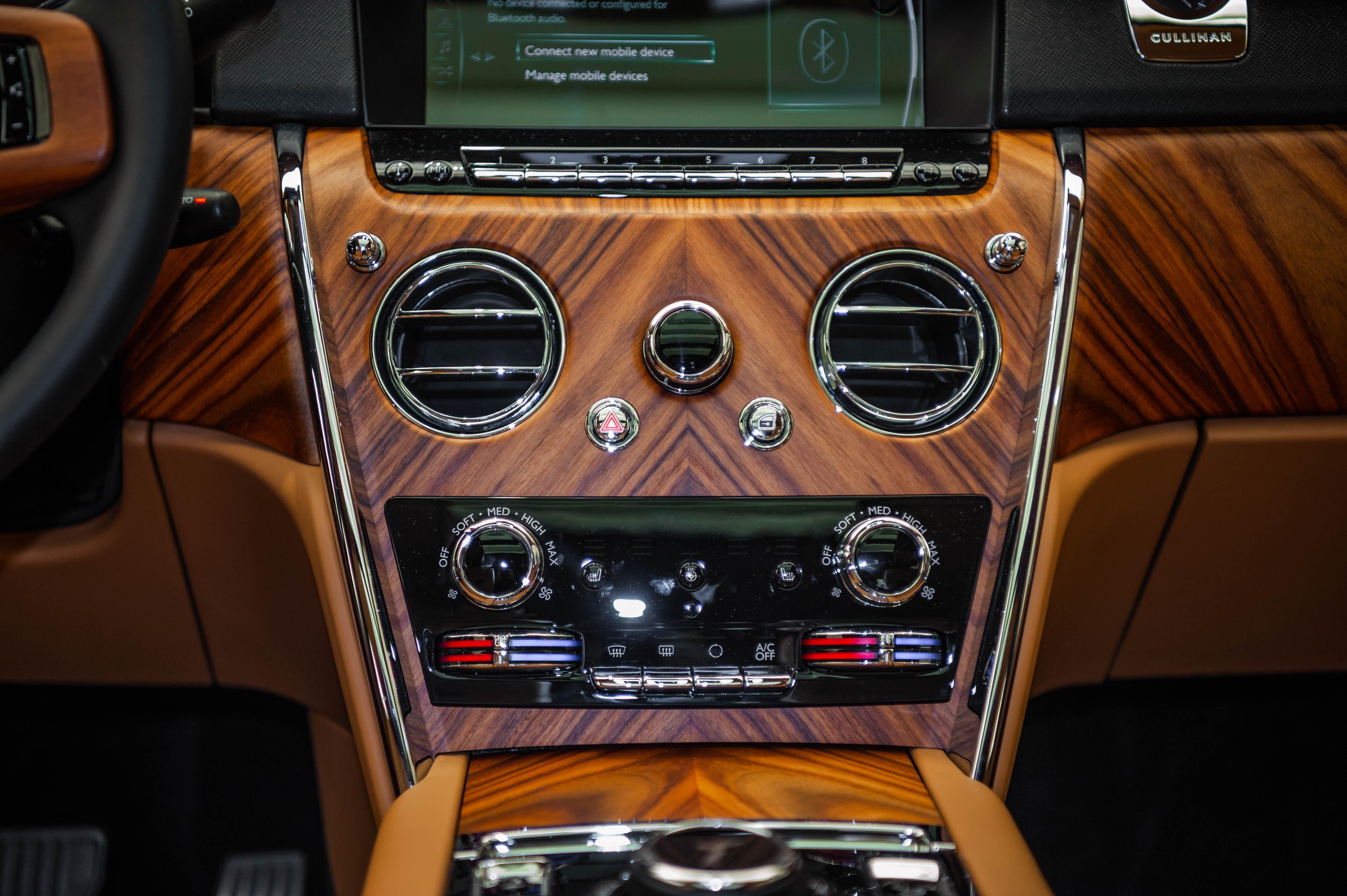 Chi tiet Rolls-Royce Cullinan chinh hang o VN anh 24