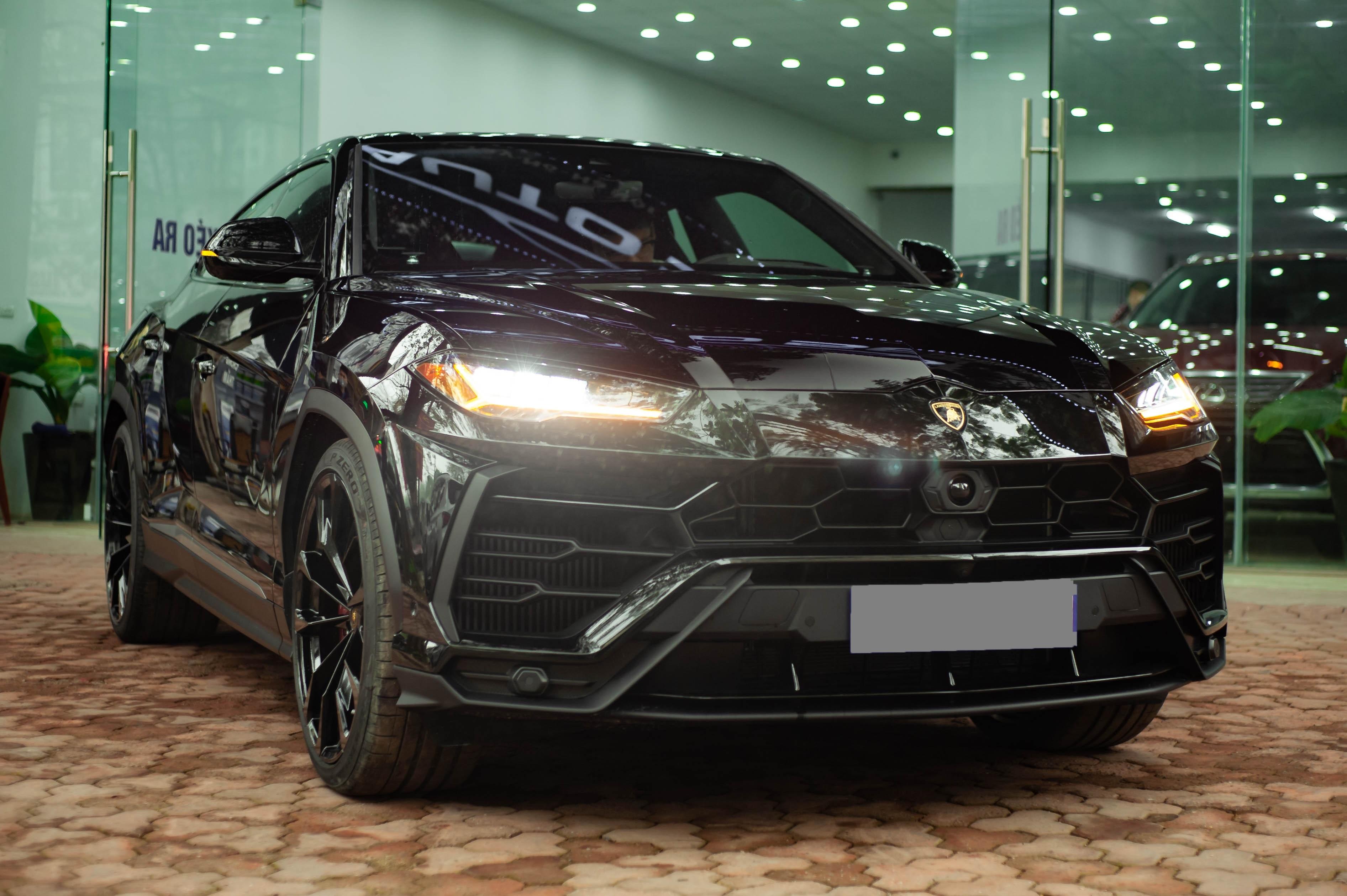 Ngam Lamborghini Urus mau den dau tien ve VN, gia khoang 1 trieu USD hinh anh 2 1_zing_15_.jpg