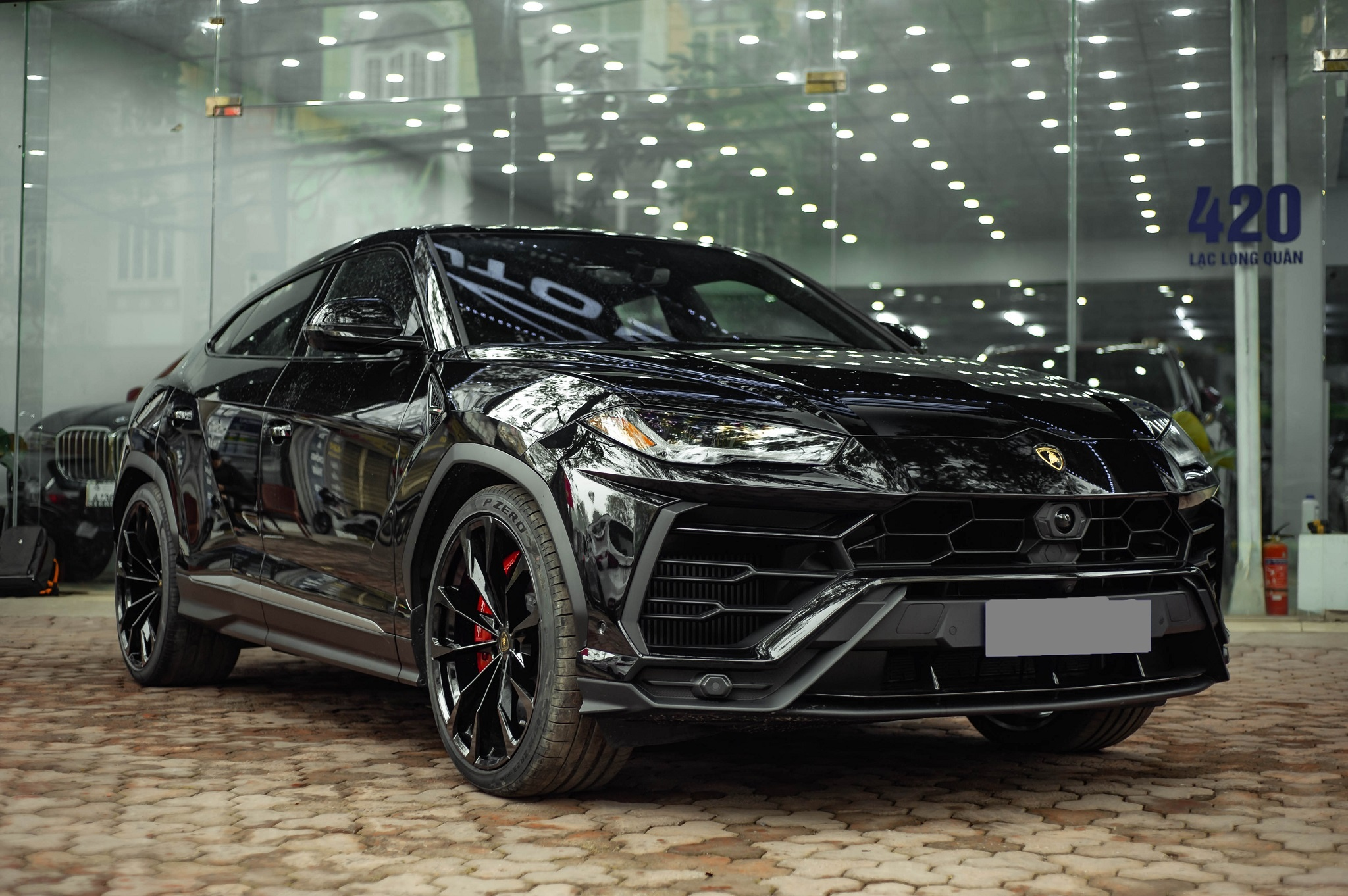 Ngam Lamborghini Urus mau den dau tien ve VN, gia khoang 1 trieu USD hinh anh 3 1_zing_17_.jpg