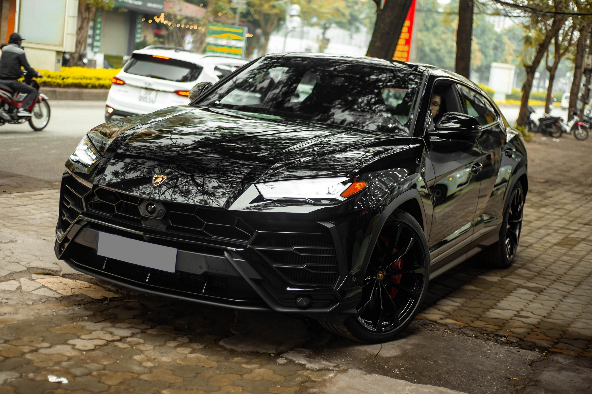 Ngam Lamborghini Urus mau den dau tien ve VN, gia khoang 1 trieu USD hinh anh 1 1_zing_22_.jpg