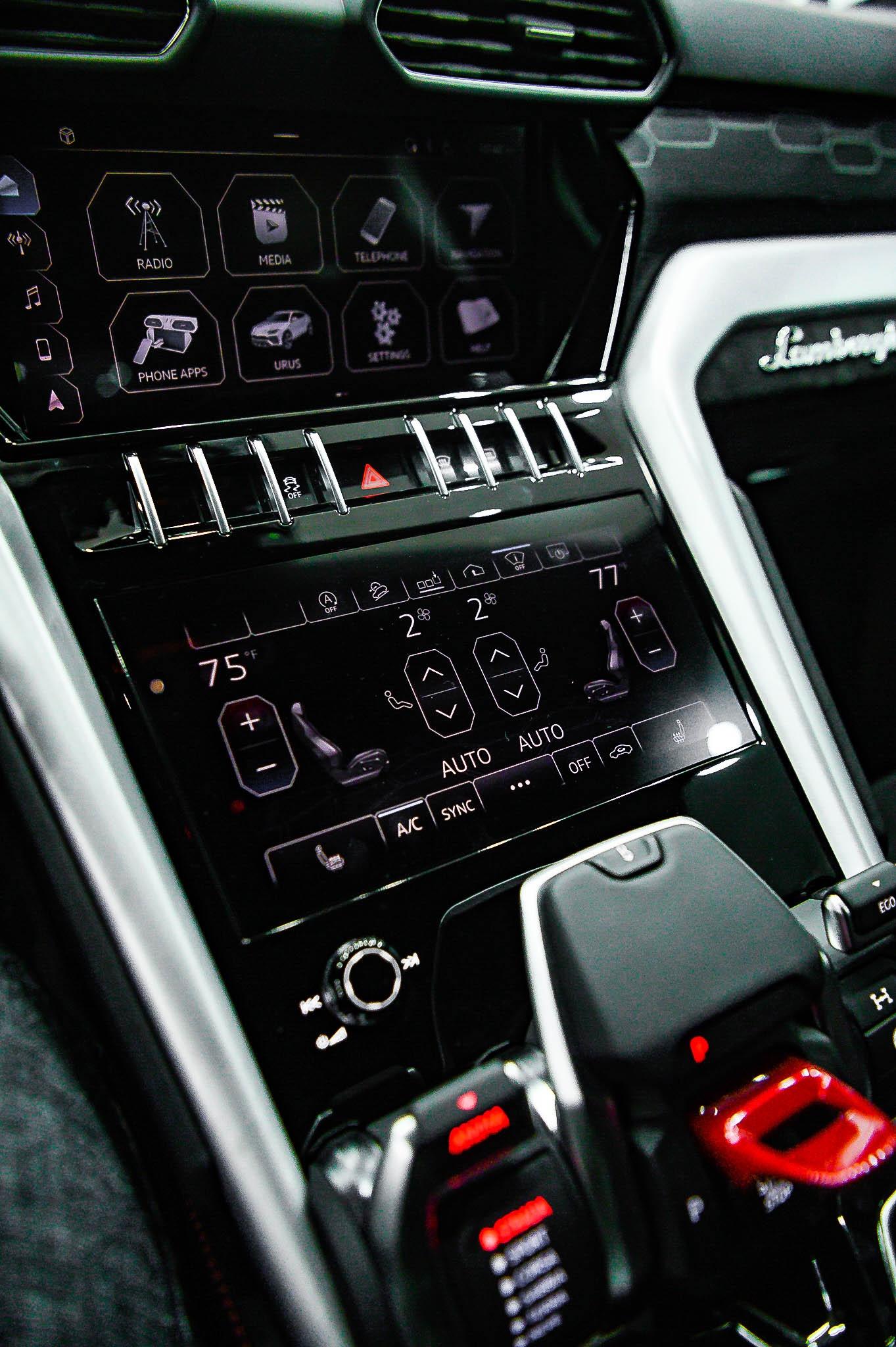 Ngam Lamborghini Urus mau den dau tien ve VN, gia khoang 1 trieu USD hinh anh 21 Urus_zing_10_.jpg