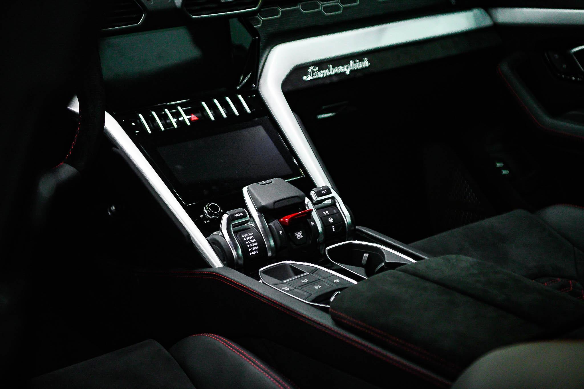 Ngam Lamborghini Urus mau den dau tien ve VN, gia khoang 1 trieu USD hinh anh 24 Urus_zing_13_.jpg
