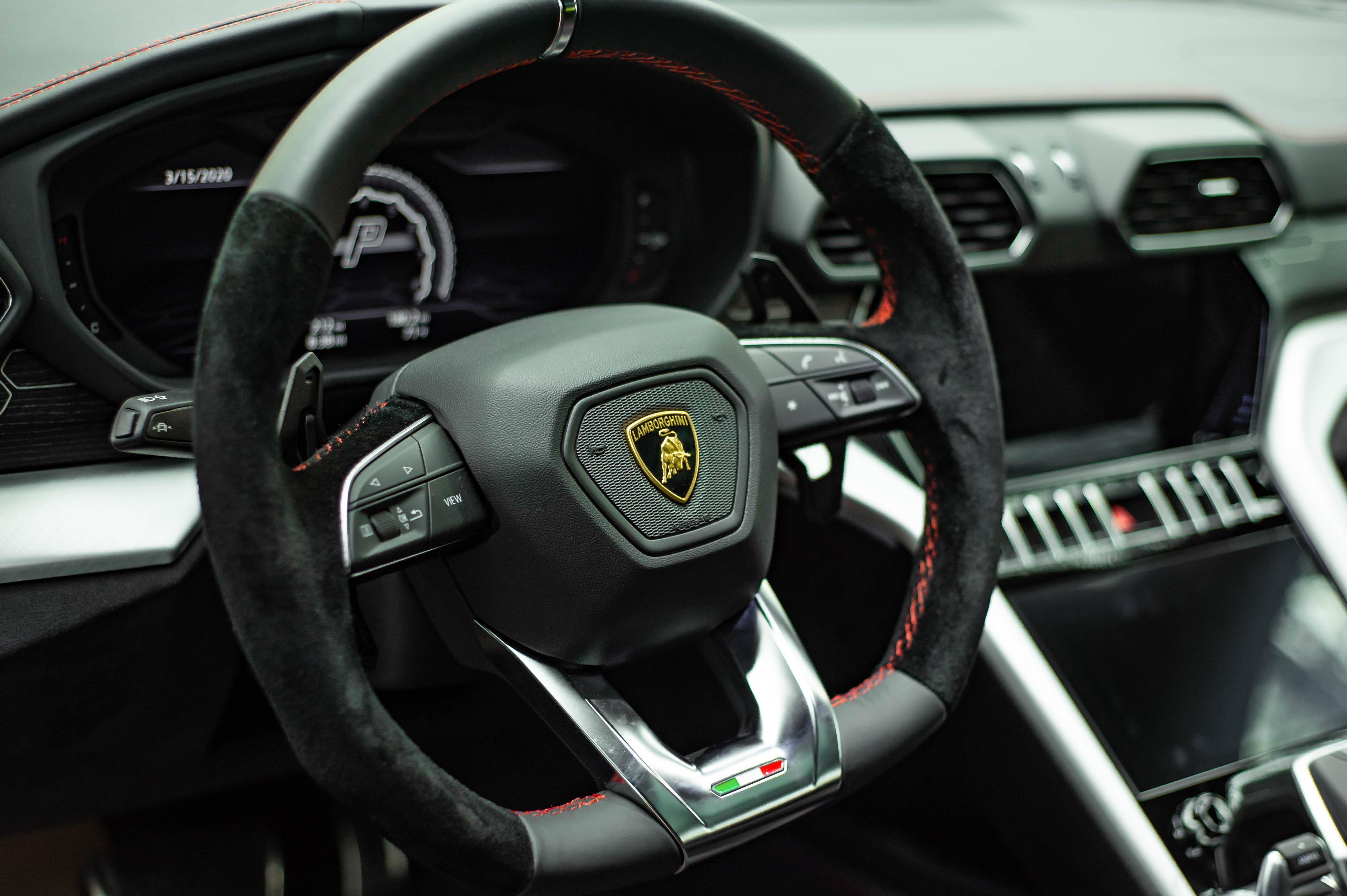 Ngam Lamborghini Urus mau den dau tien ve VN, gia khoang 1 trieu USD hinh anh 36 Urus_zing_30_.jpg