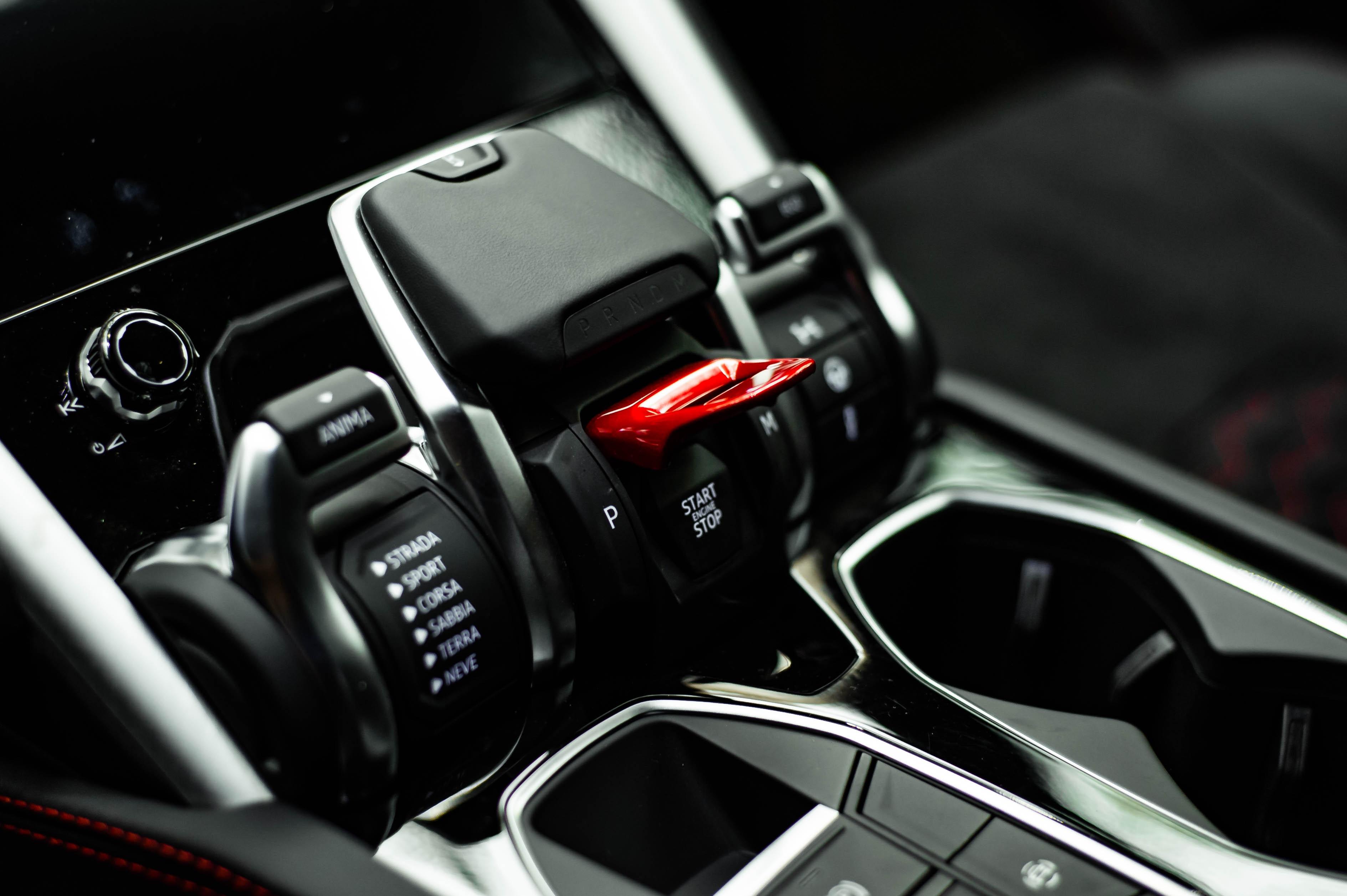 Ngam Lamborghini Urus mau den dau tien ve VN, gia khoang 1 trieu USD hinh anh 35 Urus_zing_31_.jpg