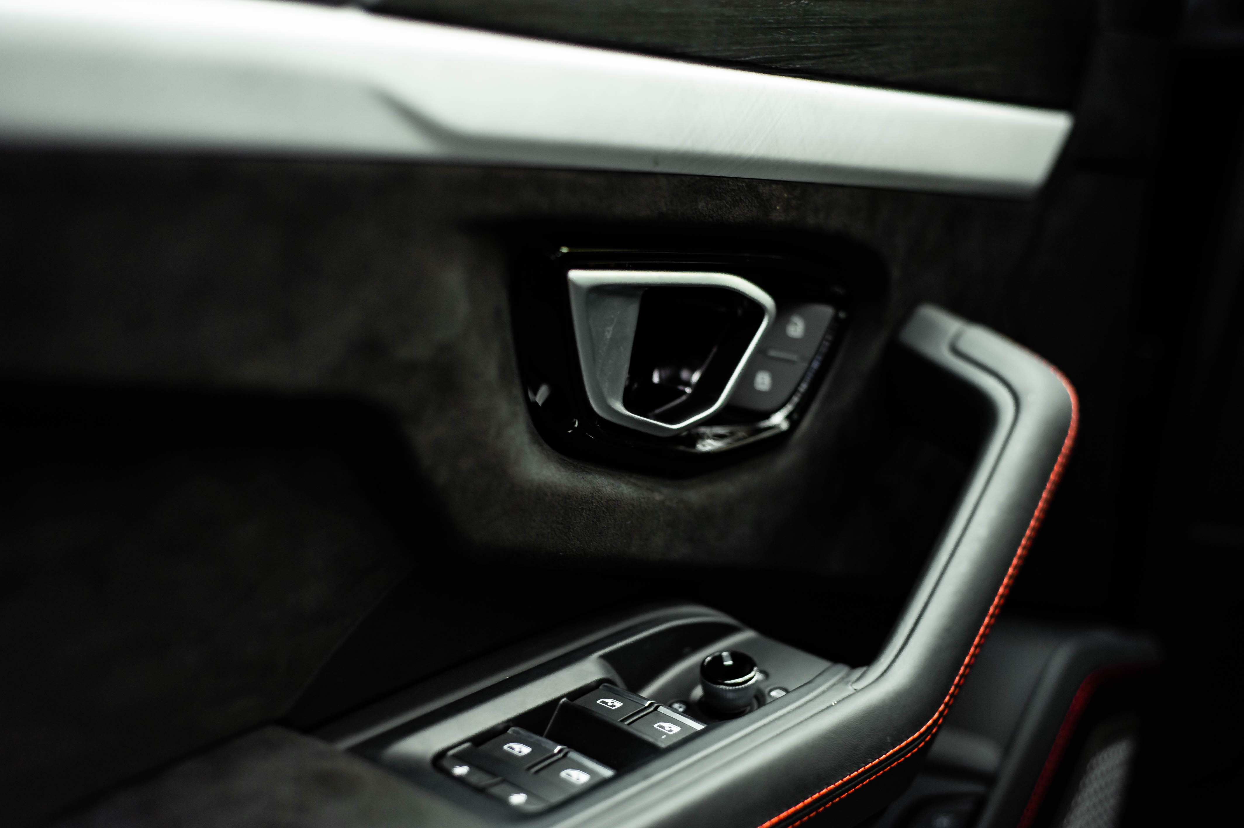 Ngam Lamborghini Urus mau den dau tien ve VN, gia khoang 1 trieu USD hinh anh 31 Urus_zing_35_.jpg