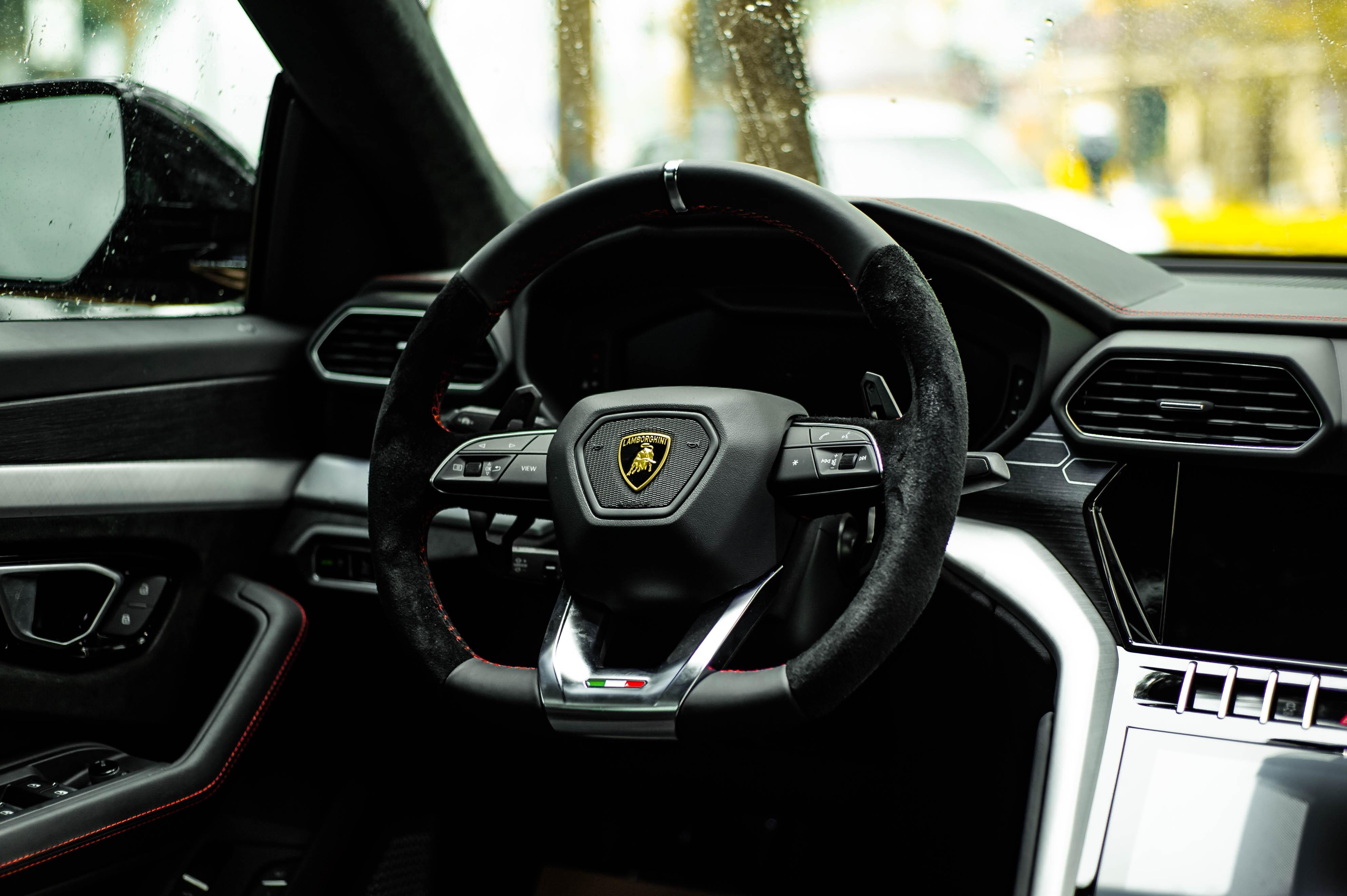 Ngam Lamborghini Urus mau den dau tien ve VN, gia khoang 1 trieu USD hinh anh 29 Urus_zing_38_.jpg