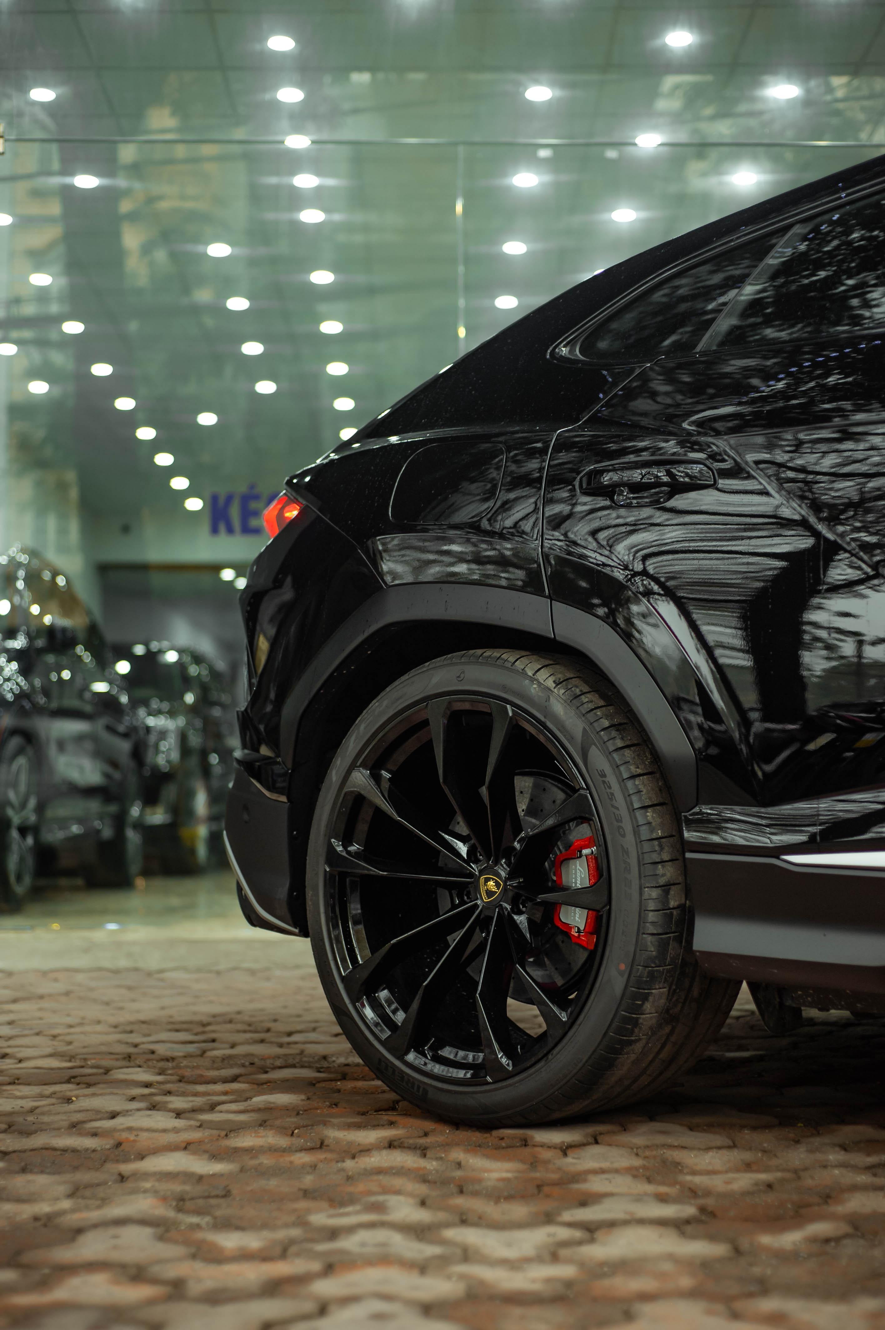 Ngam Lamborghini Urus mau den dau tien ve VN, gia khoang 1 trieu USD hinh anh 8 Urus_zing_54_.jpg
