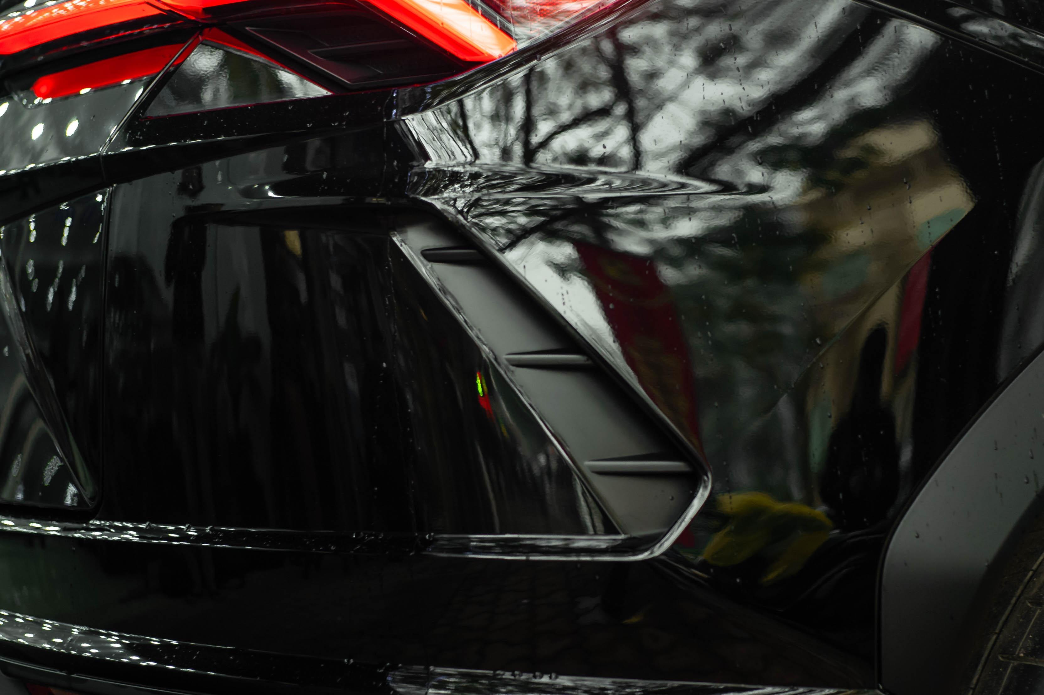 Ngam Lamborghini Urus mau den dau tien ve VN, gia khoang 1 trieu USD hinh anh 7 Urus_zing_57_.jpg
