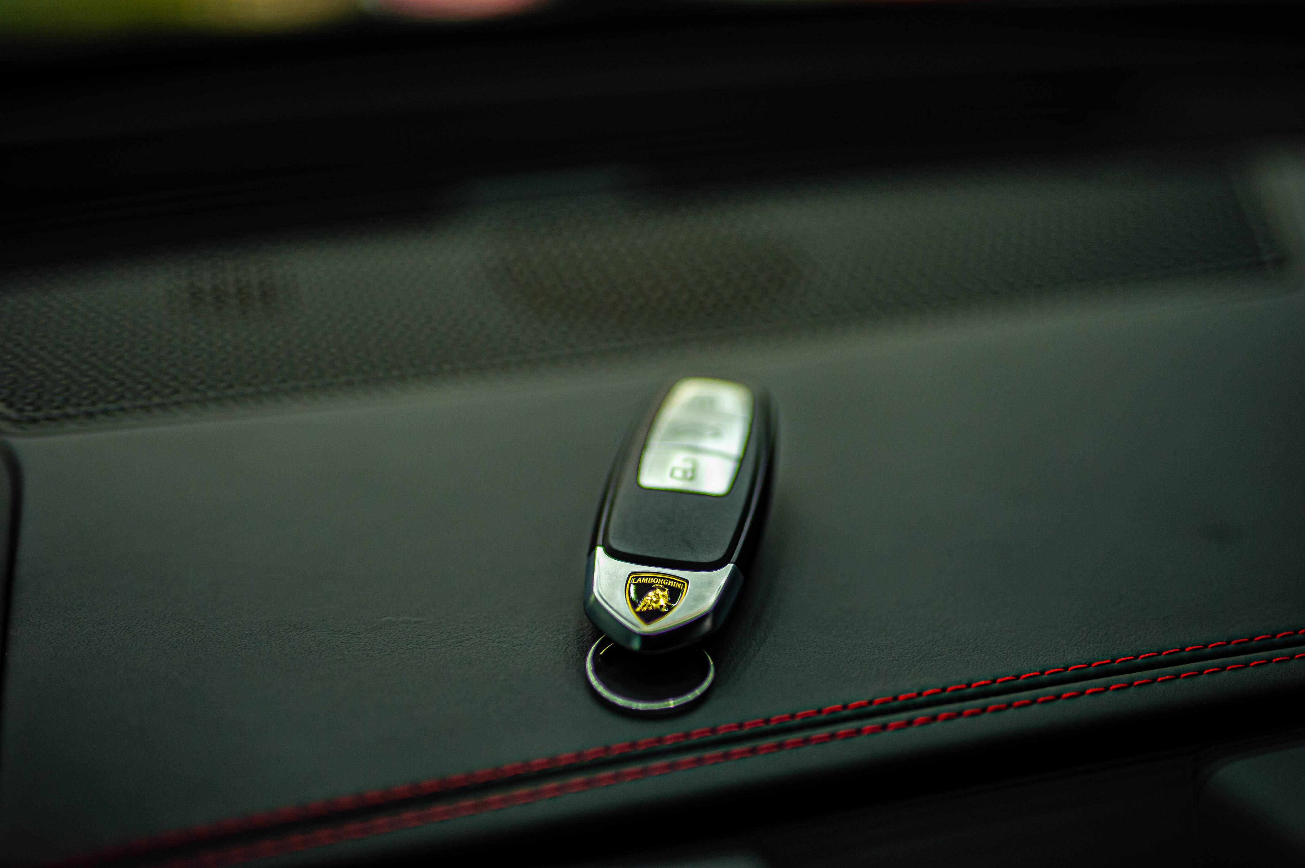 Ngam Lamborghini Urus mau den dau tien ve VN, gia khoang 1 trieu USD hinh anh 45 Urus_zing_63_.jpg