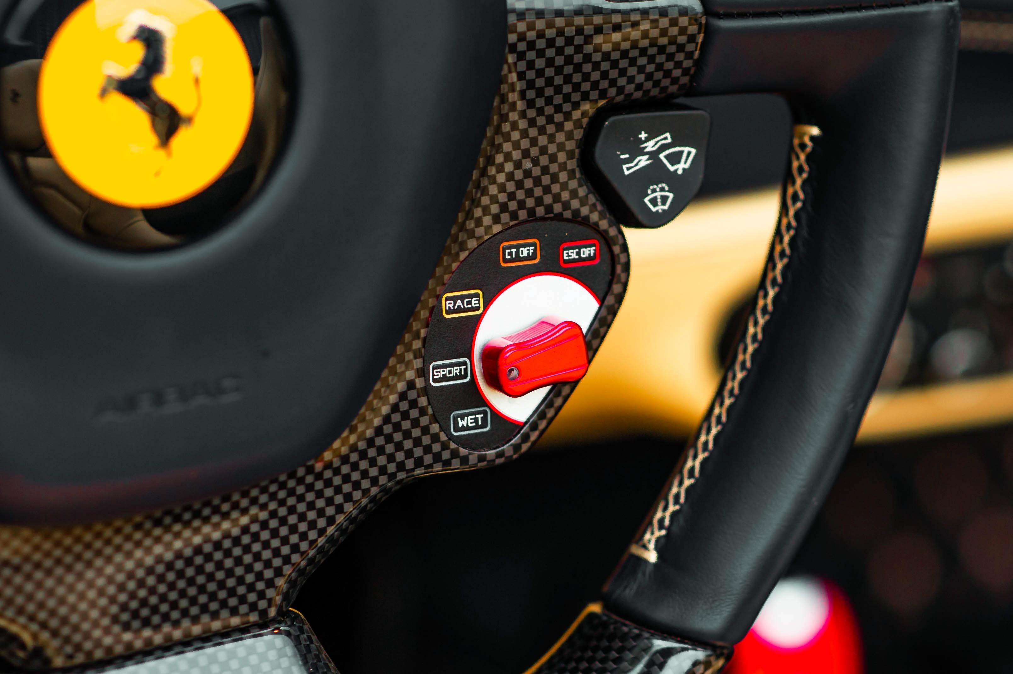 Ferrari 488 Spider dau tien VN thay doi ngoai hinh anh 34