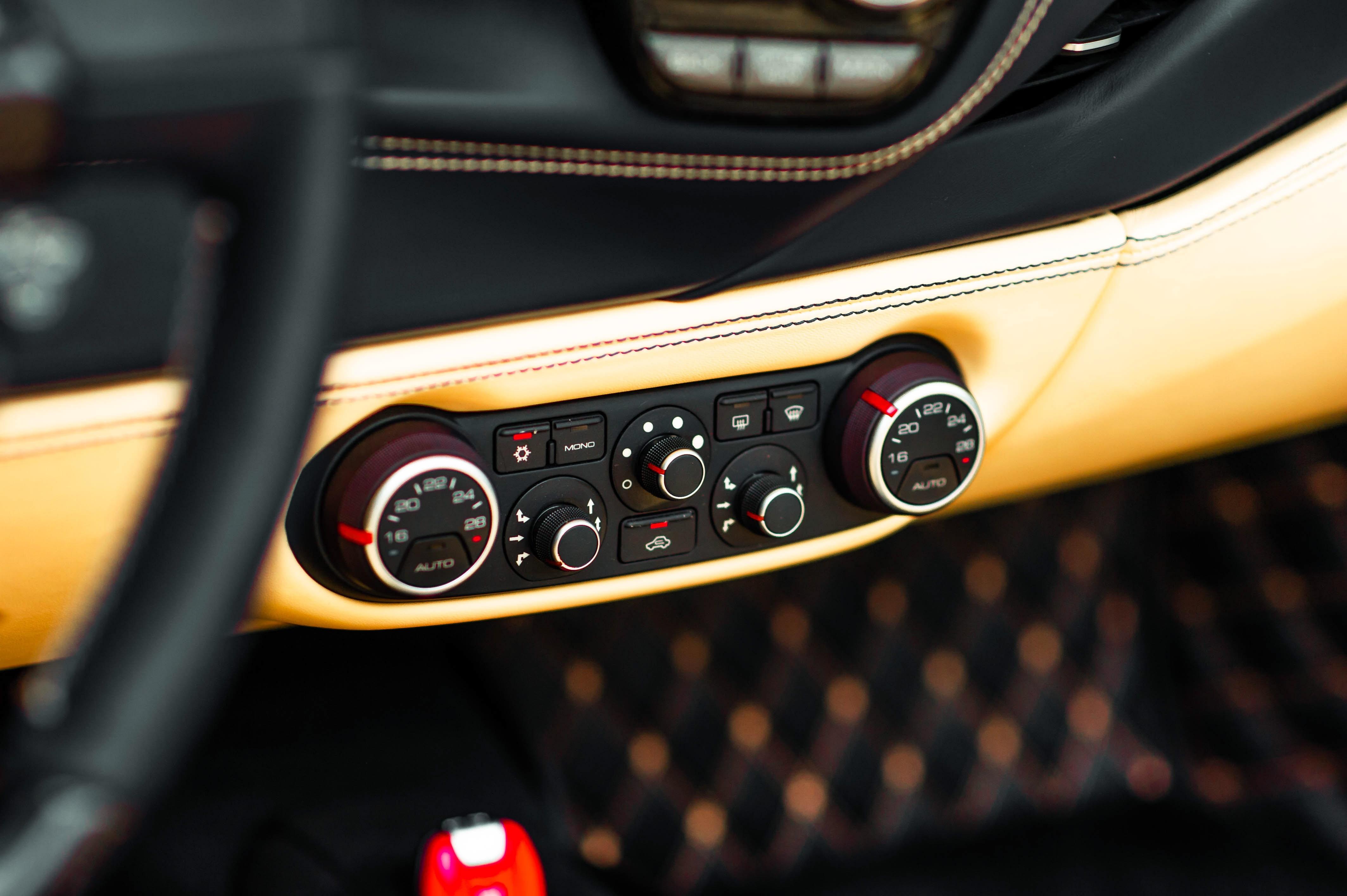 Ferrari 488 Spider dau tien VN thay doi ngoai hinh anh 37