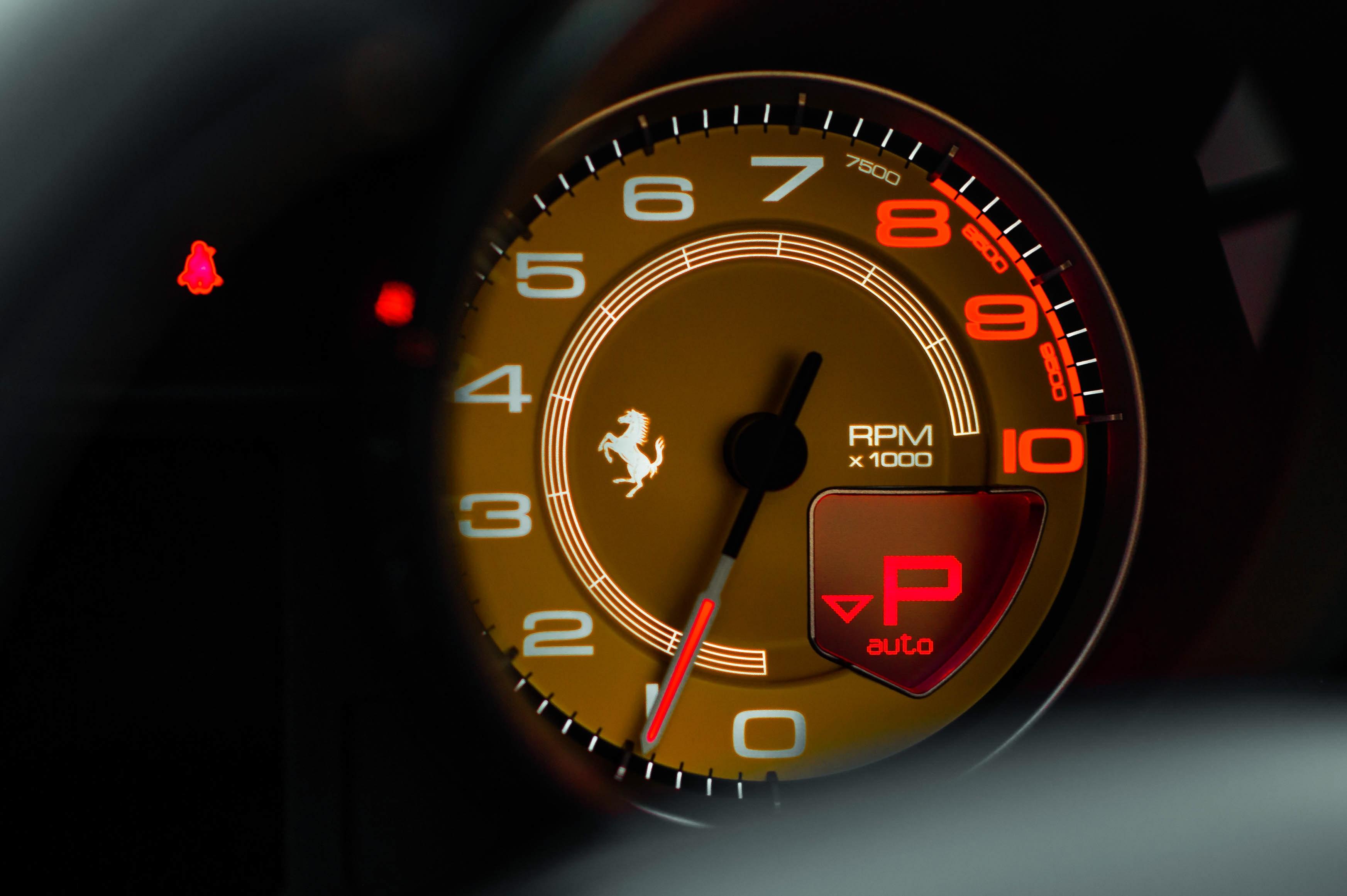 Ferrari 488 Spider dau tien VN thay doi ngoai hinh anh 38