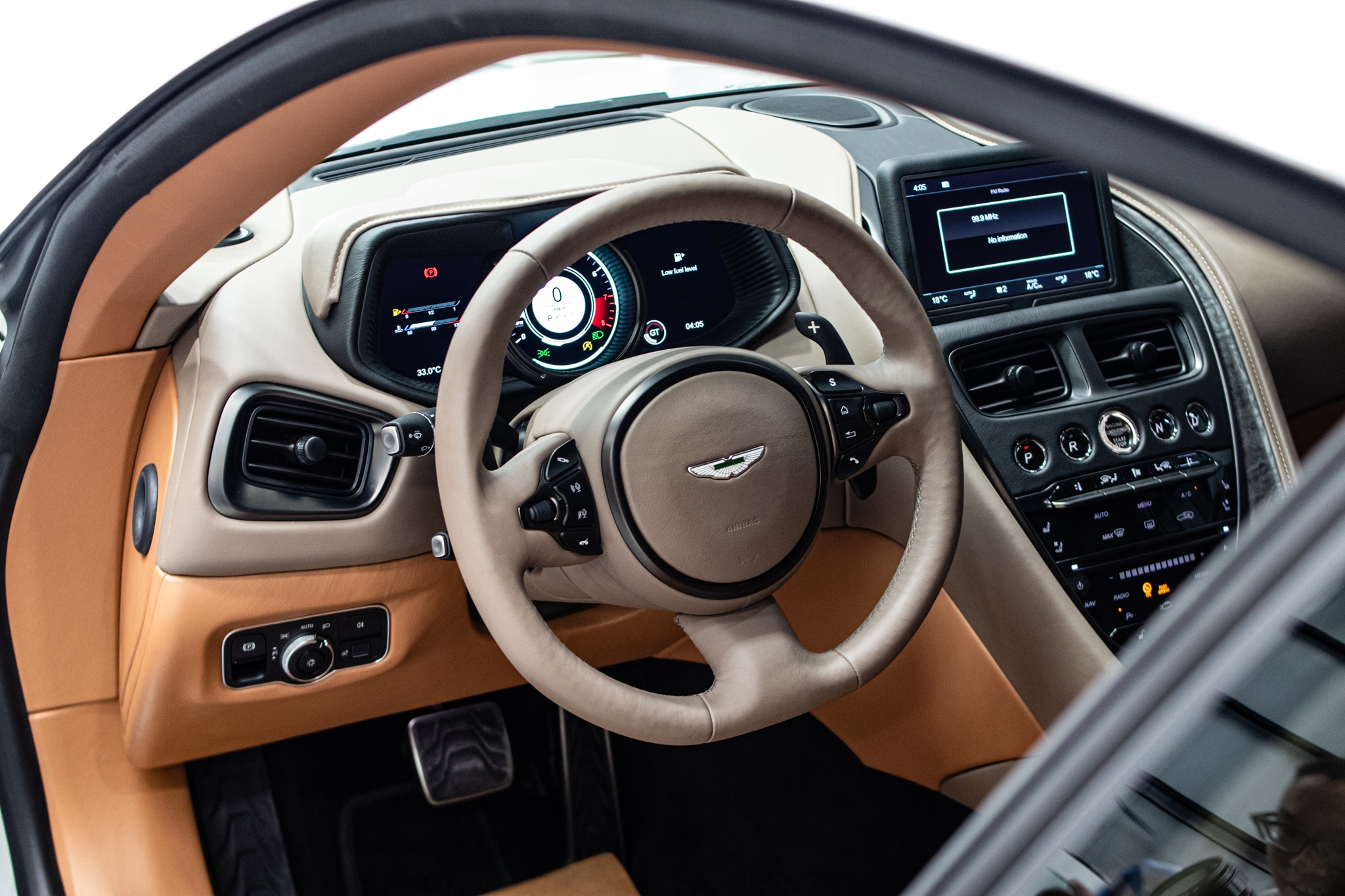 Can canh sieu xe Aston Martin DB11 thu 6 ve VN anh 15