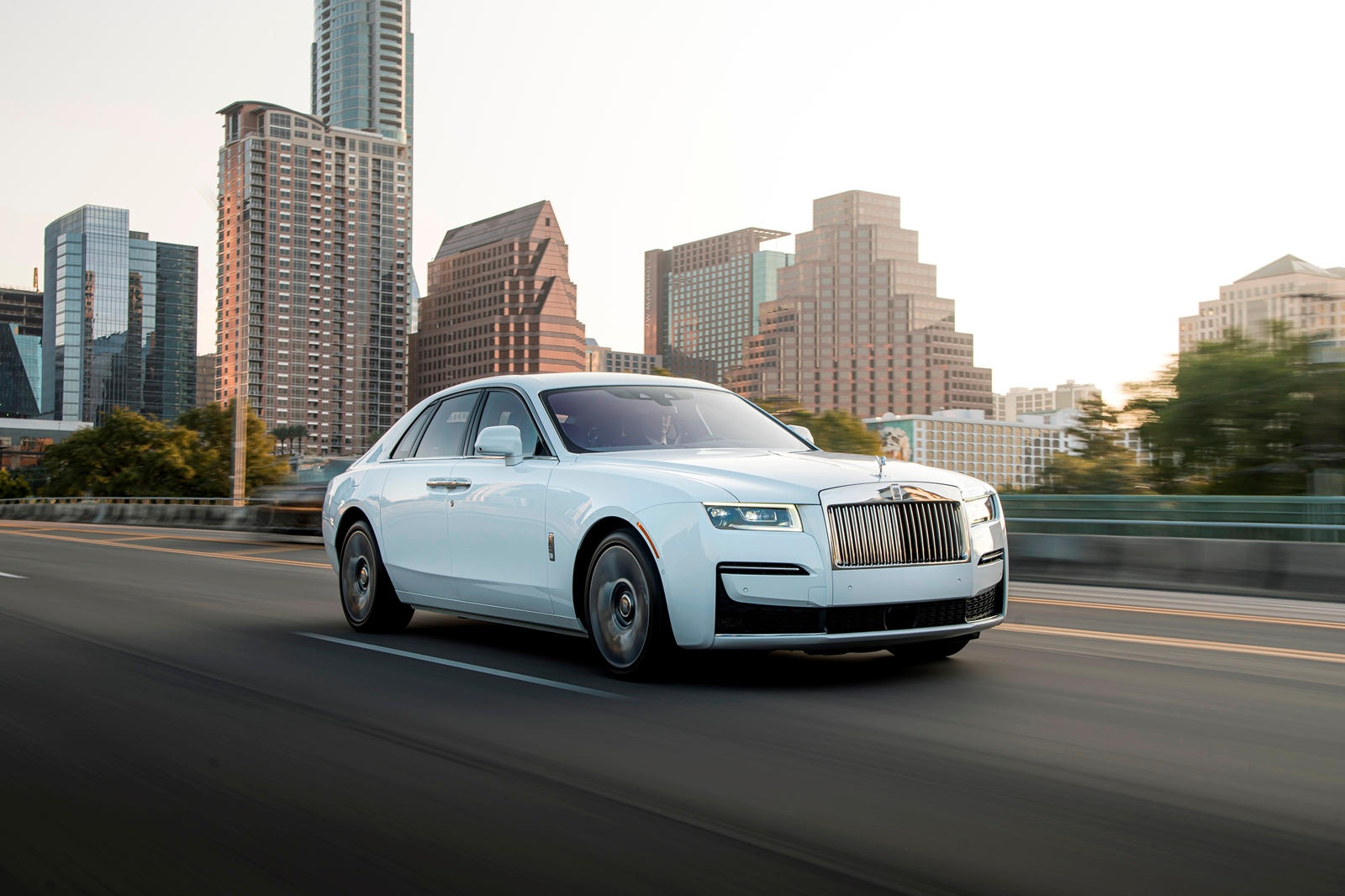 Danh gia Rolls-Royce Ghost 2021 anh 1