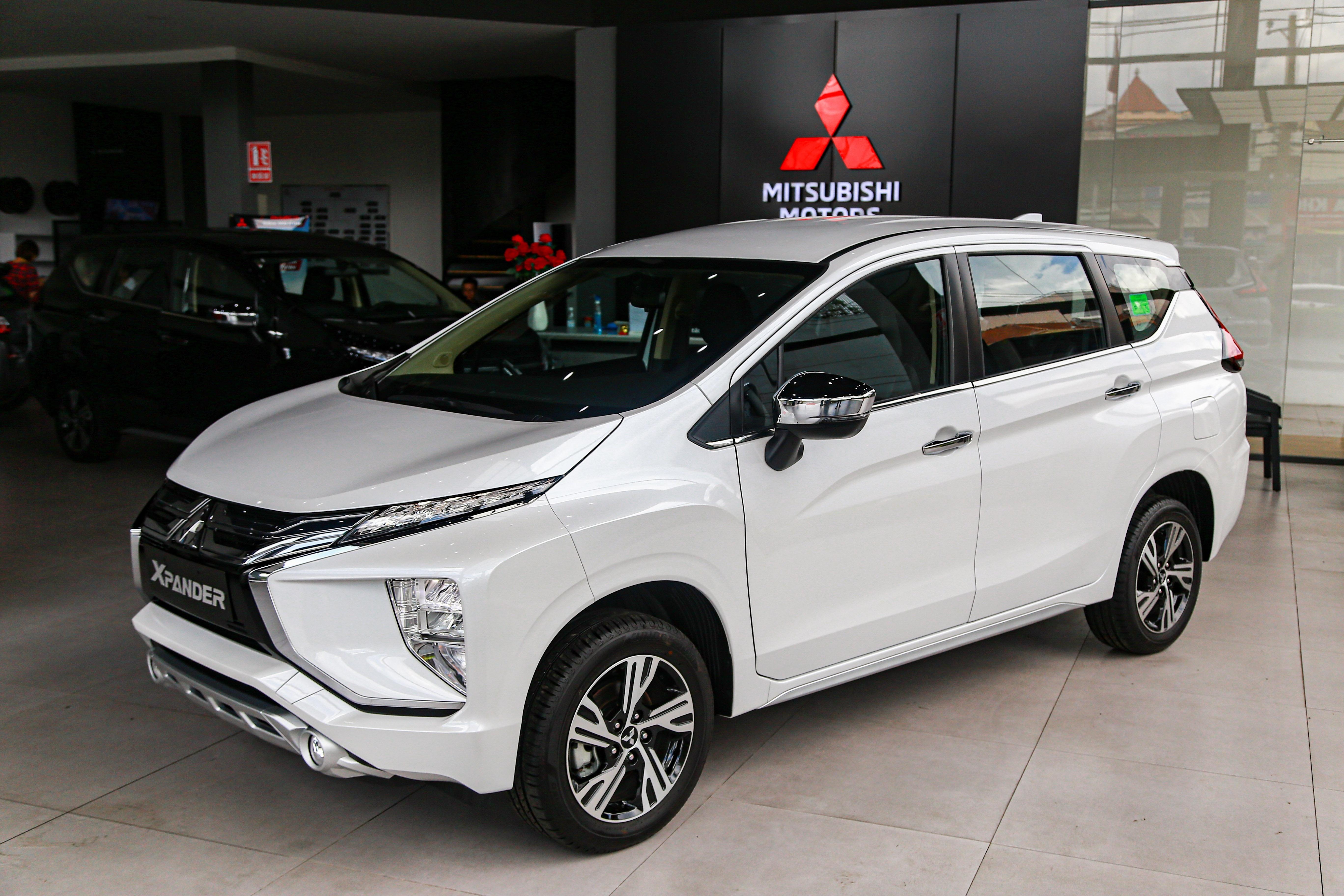 5. Mitsubishi Xpander: 1.683 xeThứ hạng của Mitsubishi Xpander tăng 2 bậc so với tháng trước đó. Trong tháng 10, mẫu MPV bình dân có doanh số 1.683 xe, tăng 213 xe. Dù không còn thường xuyên nằm ở top đầu như năm trước, Mitsubishi Xpander vẫn cho thấy phong độ ổn định khi thường xuyên góp mặt trong nhóm xe bán chạy nhất tháng.Động cơ: 1.5LHộp số: Số sàn 5 cấp hoặc tự động 4 cấpGiá bán: 550-630 triệu đồng