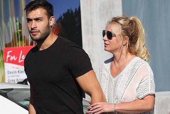 Britney Spears kien giam ho anh 2