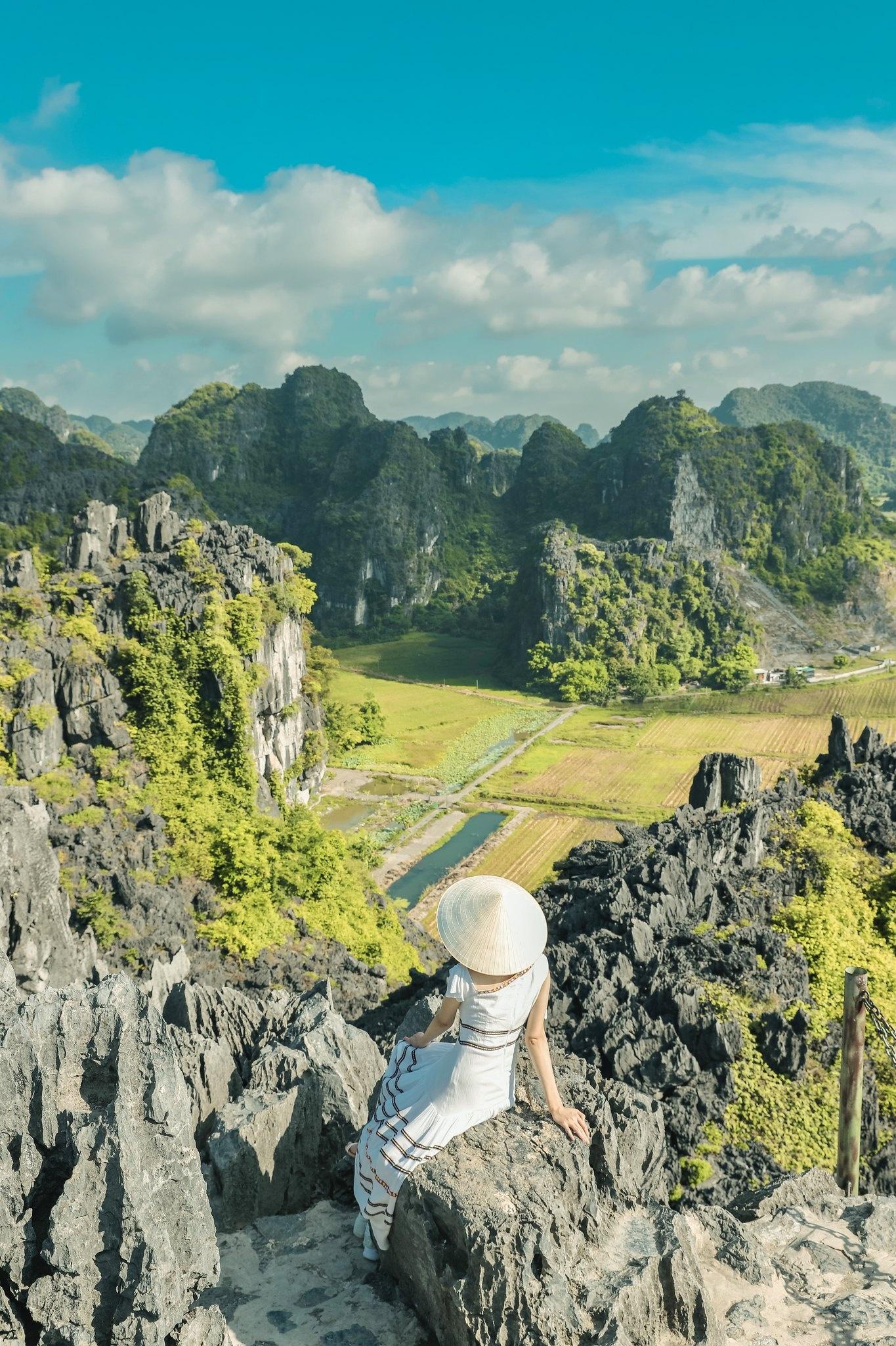 Cảnh đẹp ở cánh đồng sen Ninh Bình - Ảnh 6.