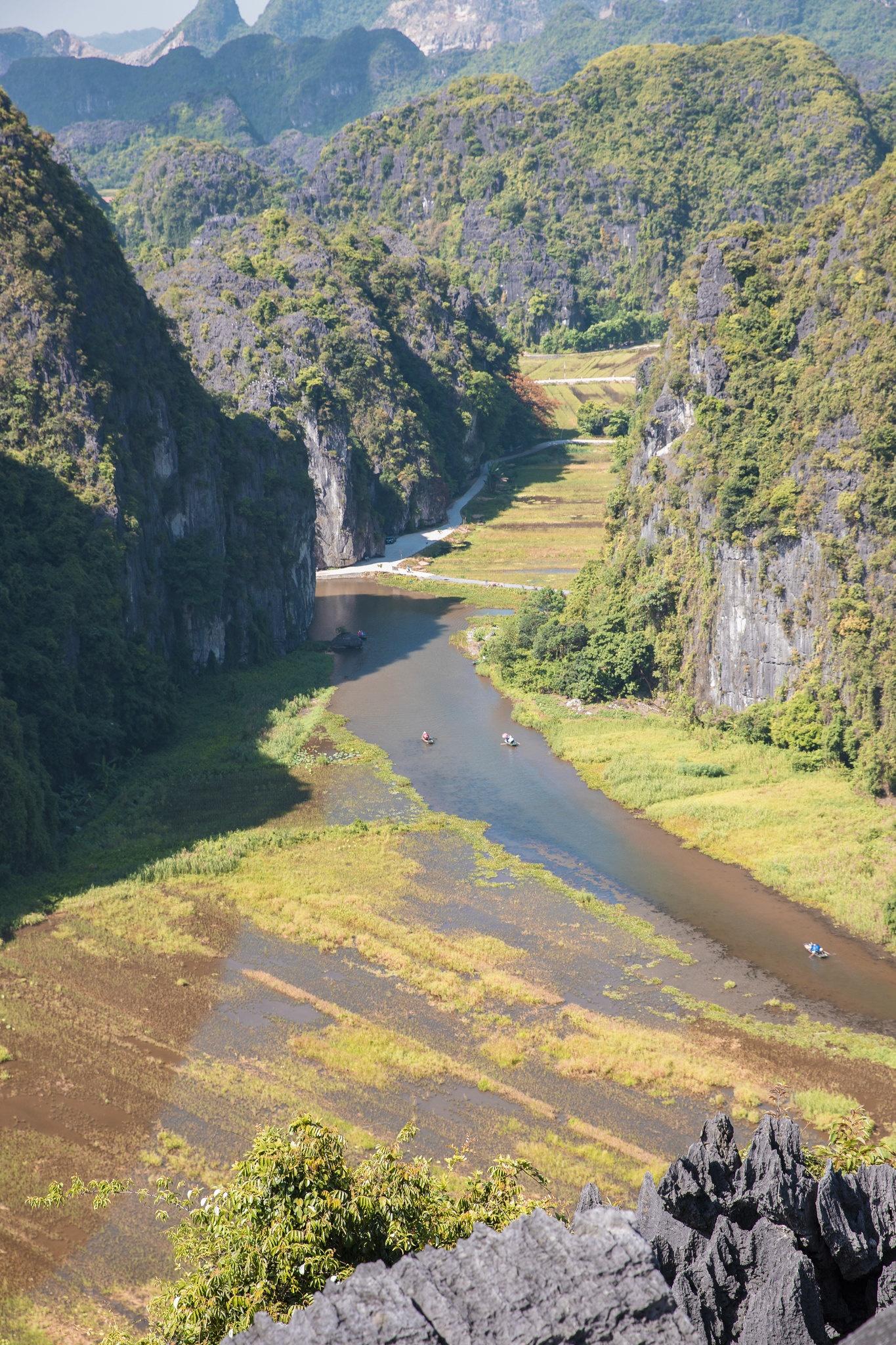 Cảnh đẹp ở cánh đồng sen Ninh Bình - Ảnh 5.
