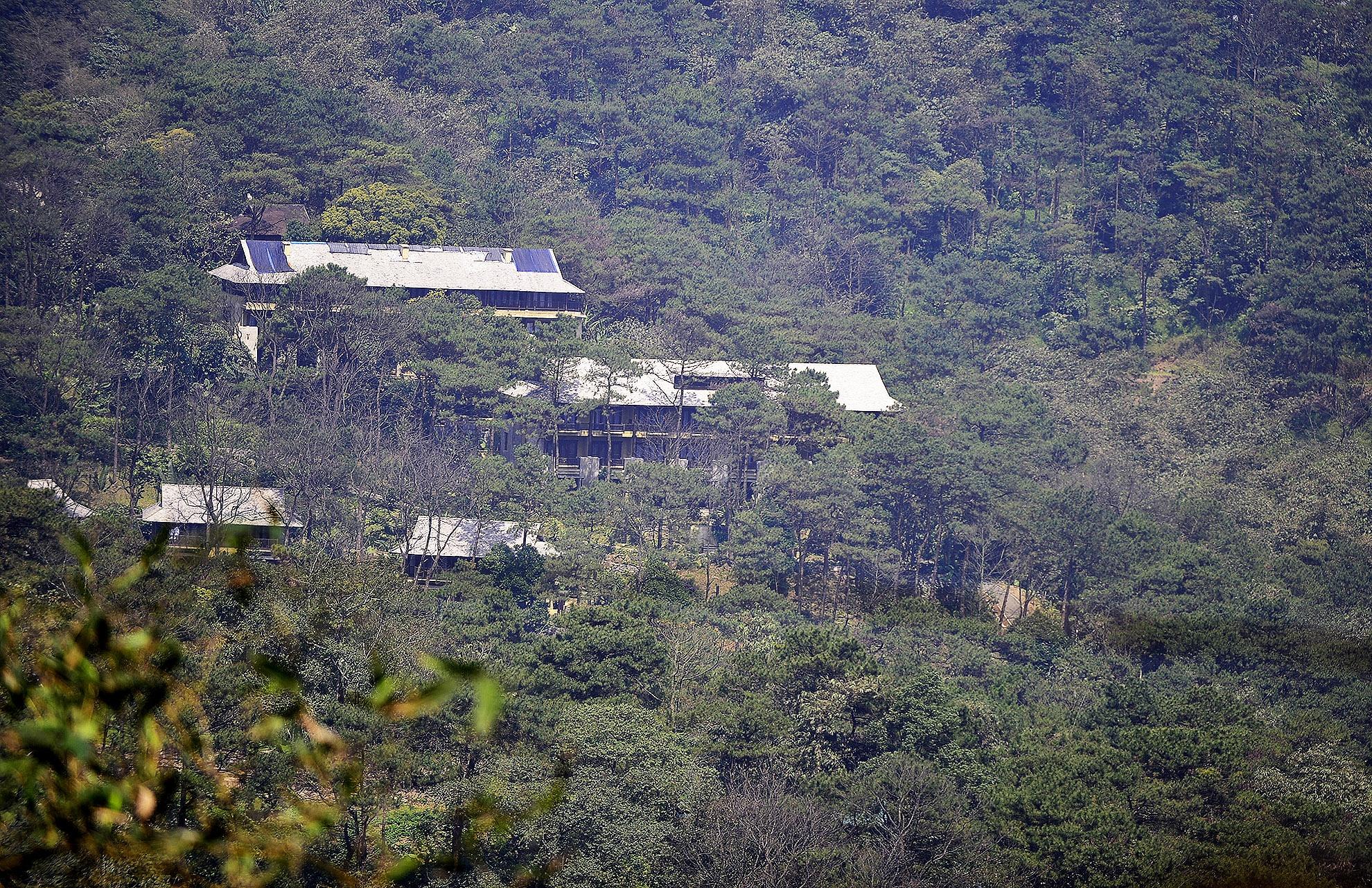 Toan canh resort hoanh trang khong phep o Ba Vi hinh anh 1