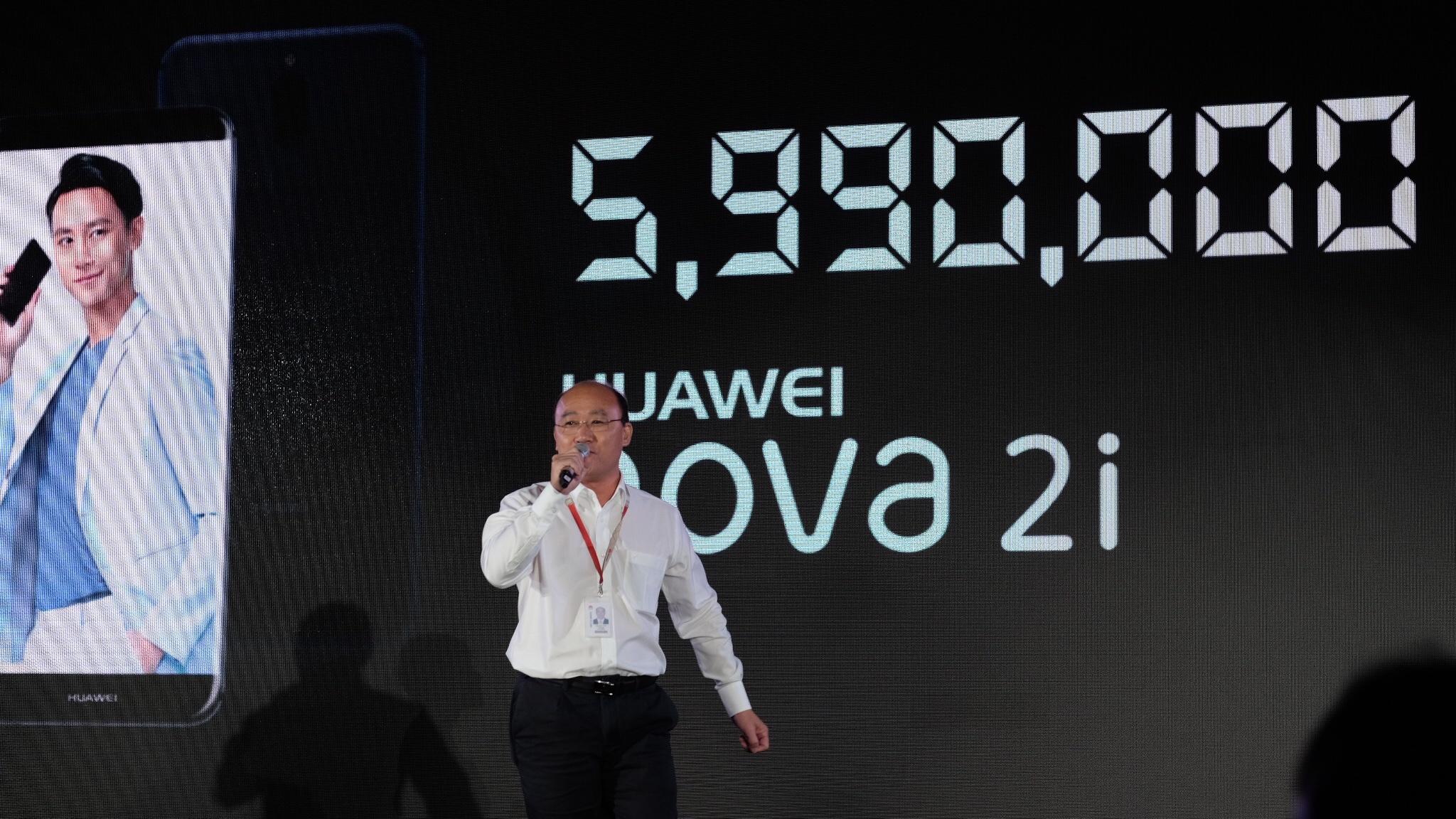 Huawei ra mat smartphona Nova 2i anh 10