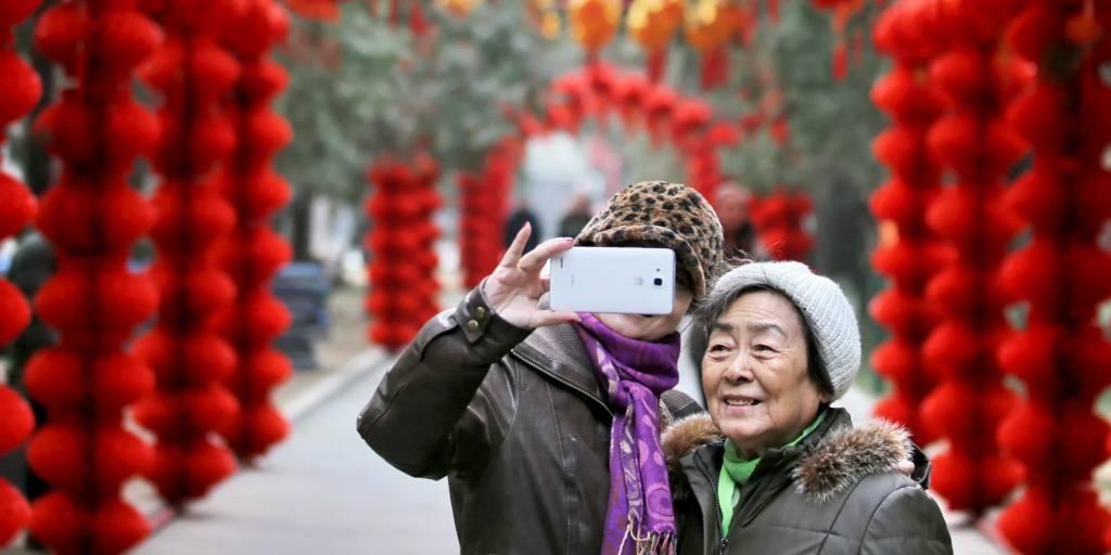 Người già Trung Quốc dễ bị lừa đảo, mất tiền khi dùng mạng xã hội