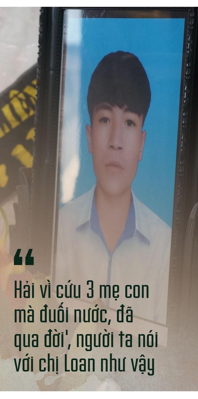 Ngay cuoi nam buon ben dong song Ghep hinh anh 4