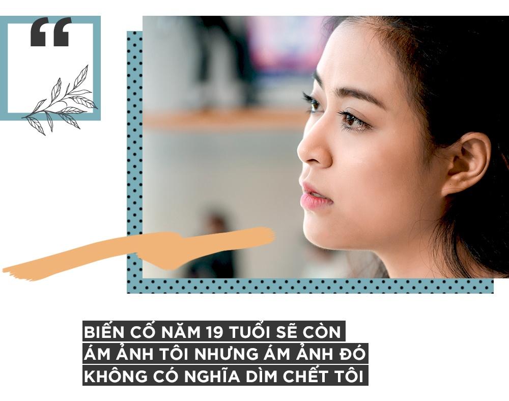 Hoang Thuy Linh khoc vi mang ban an 10 nam qua anh 6