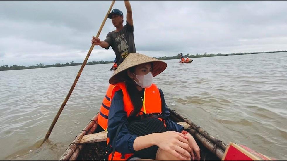 Thuy Tien ra Hue cuu tro anh 3