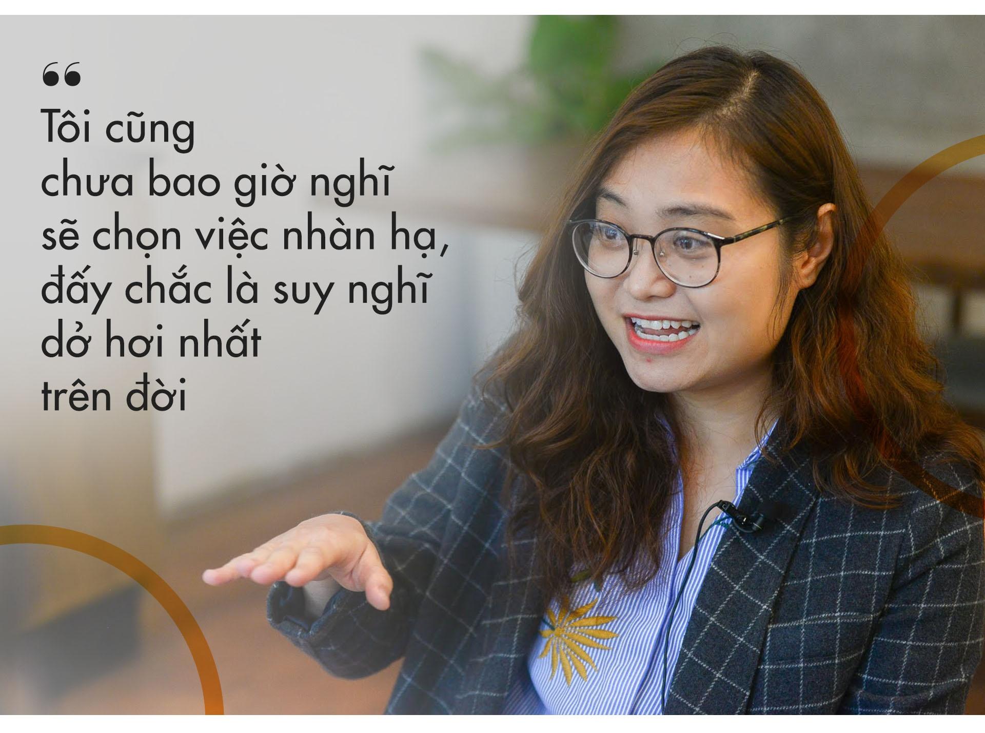 Cong chuc 'la' 8X duoc Forbes vinh danh: 'Dung lam viec chi vi tien' hinh anh 13