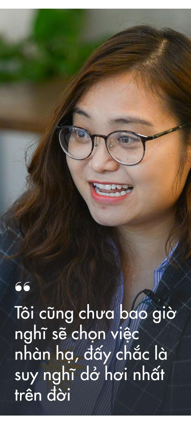 Cong chuc 'la' 8X duoc Forbes vinh danh: 'Dung lam viec chi vi tien' hinh anh 12