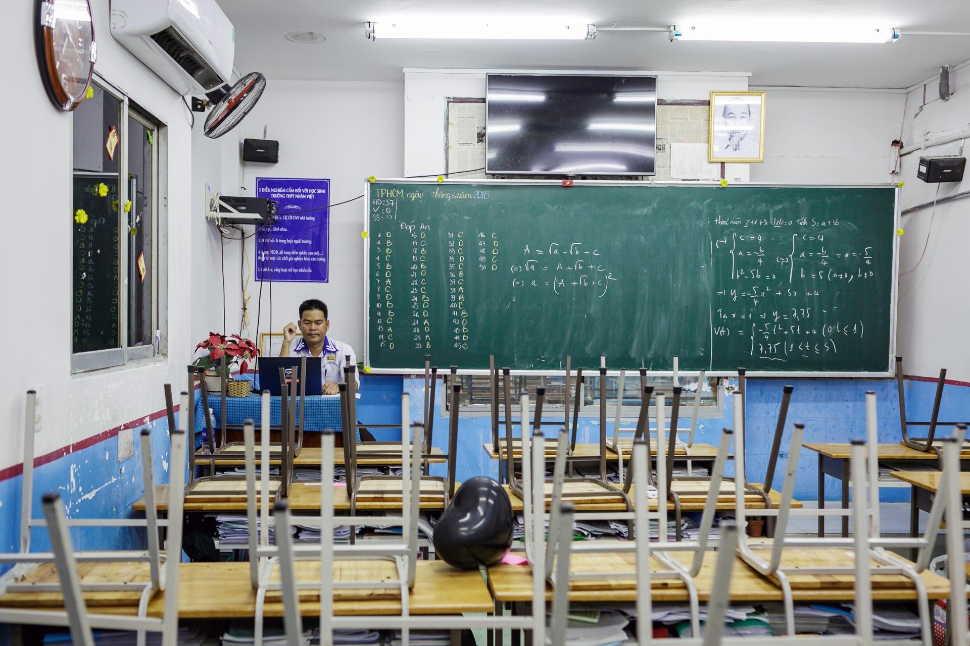 Quay cuong chinh phuc giang duong dai hoc hinh anh 31