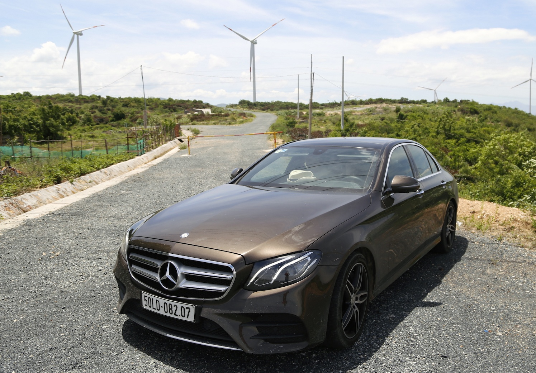 Mercedes E300 AMG - sedan hang sang gia 3 ty dong tai Viet Nam hinh anh 8