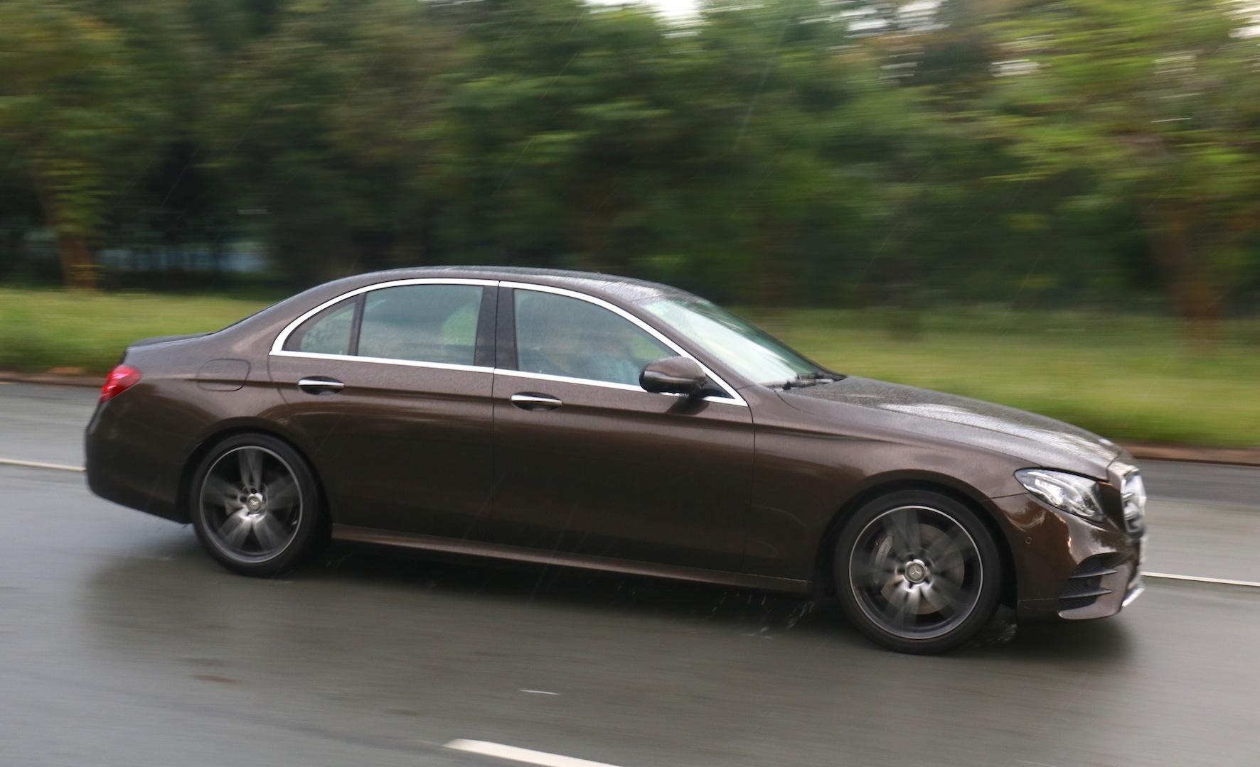 Mercedes E300 AMG - sedan hang sang gia 3 ty dong tai Viet Nam hinh anh 13