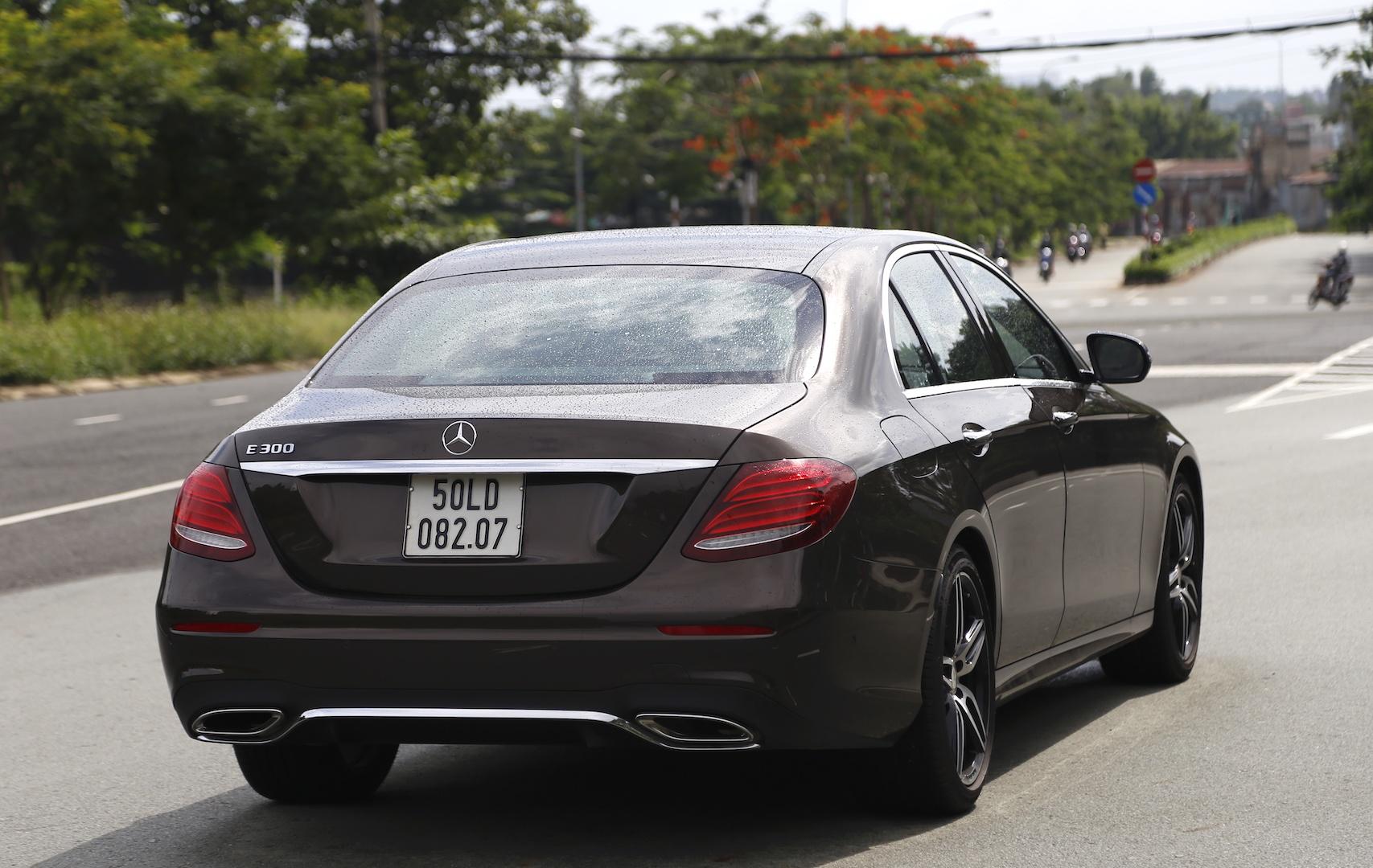 Mercedes E300 AMG - sedan hang sang gia 3 ty dong tai Viet Nam hinh anh 9