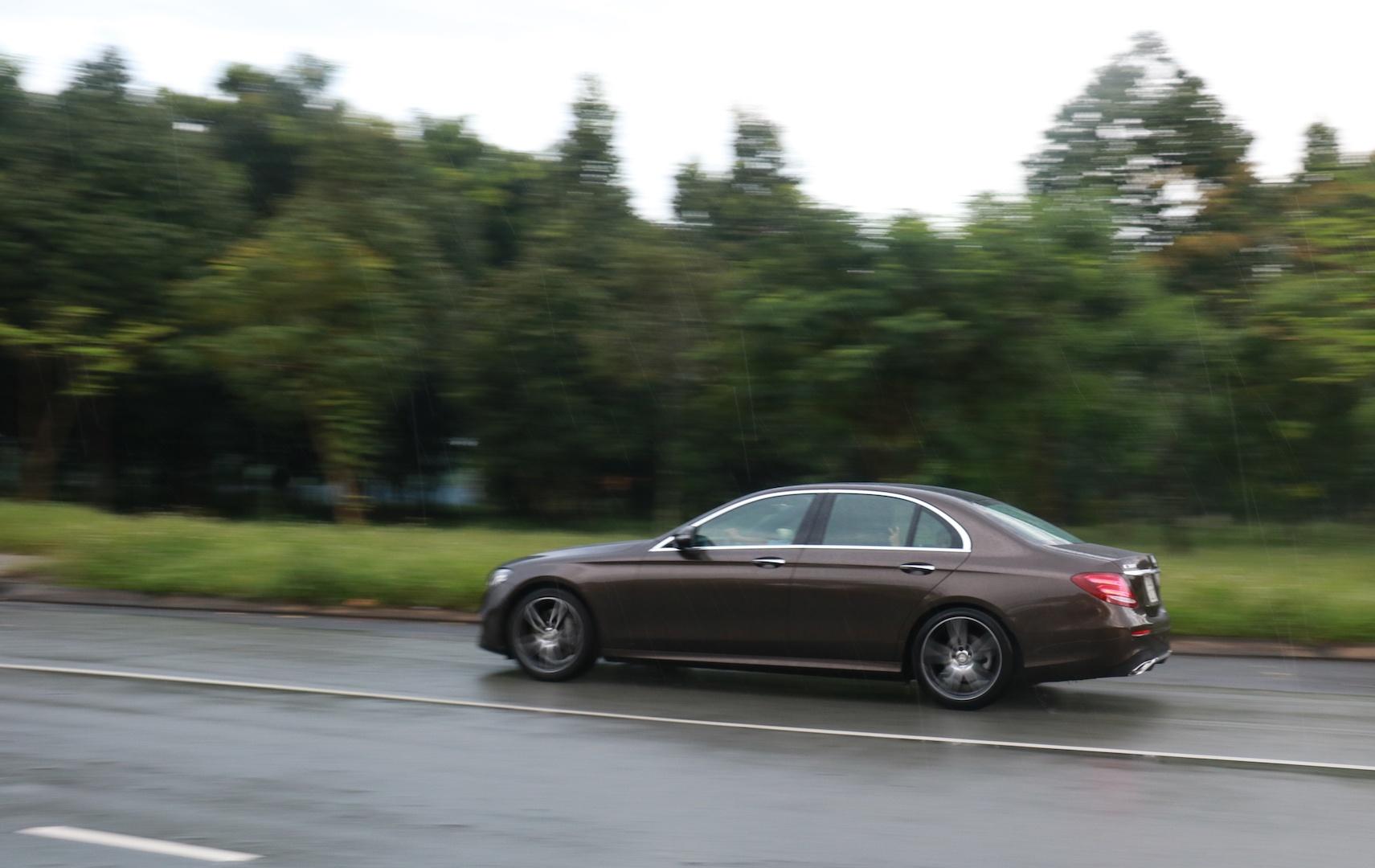 Danh gia Mercedes E300 AMG tai Viet Nam anh 3