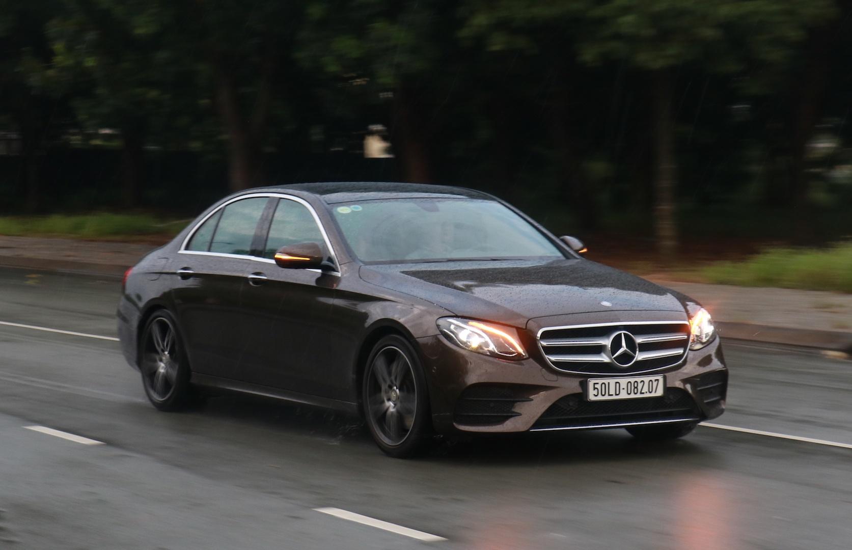 Danh gia Mercedes E300 AMG tai Viet Nam anh 11