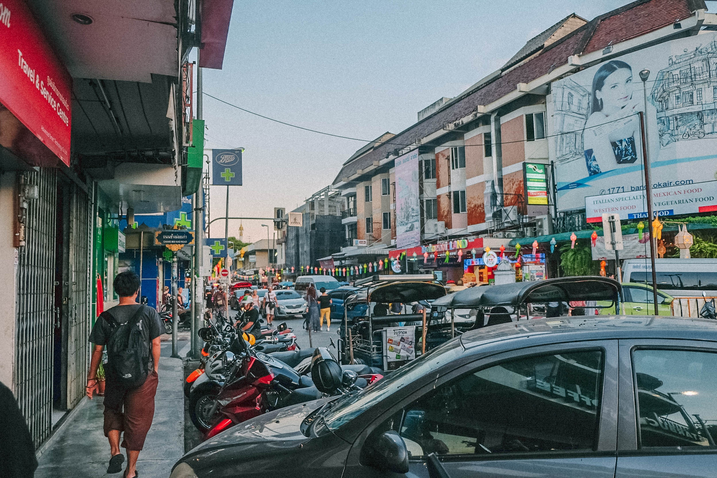 Den Thai Lan, nhat dinh phai mot lan xem le hoi den troi Yee Peng hinh anh 31