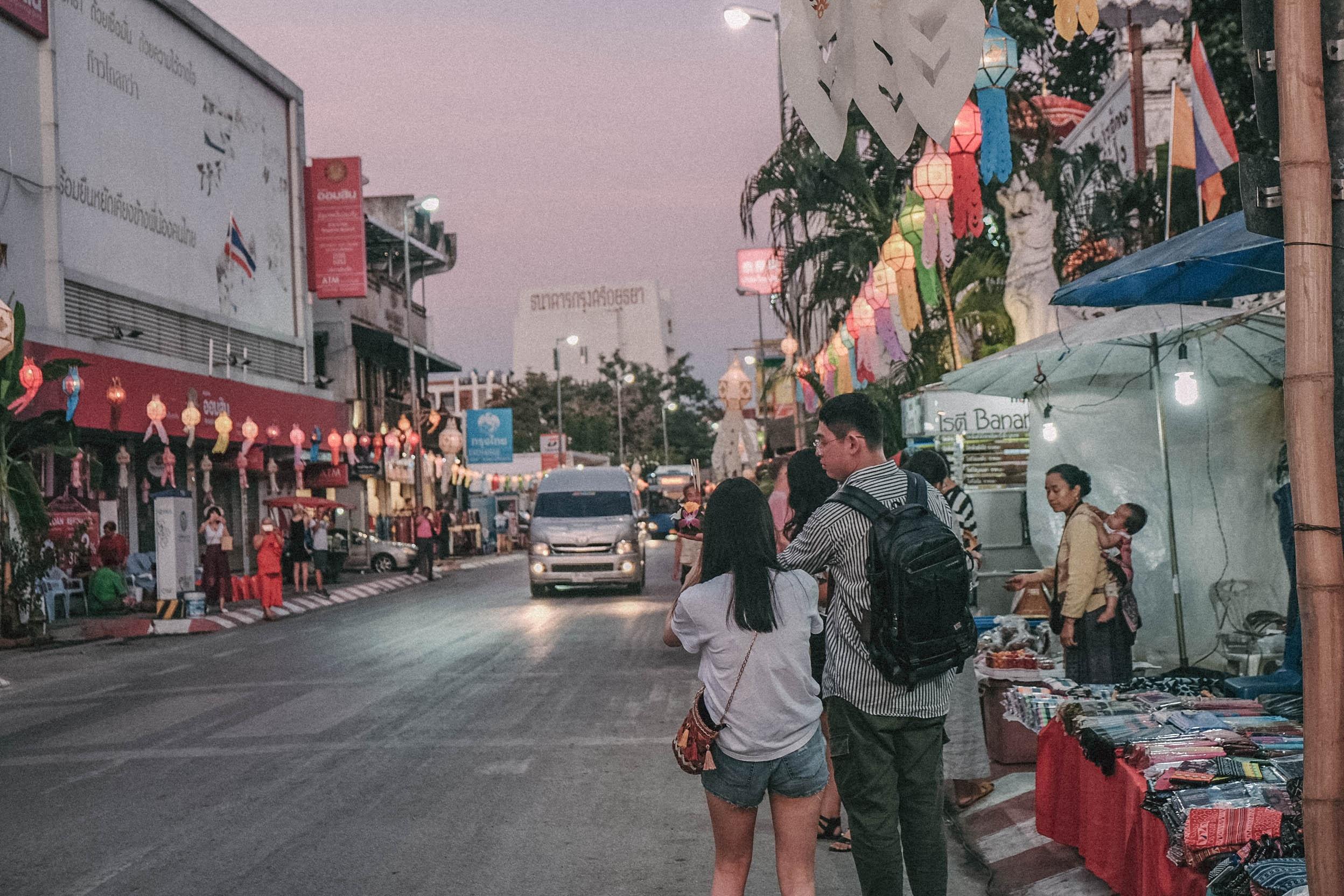 Den Thai Lan, nhat dinh phai mot lan xem le hoi den troi Yee Peng hinh anh 32